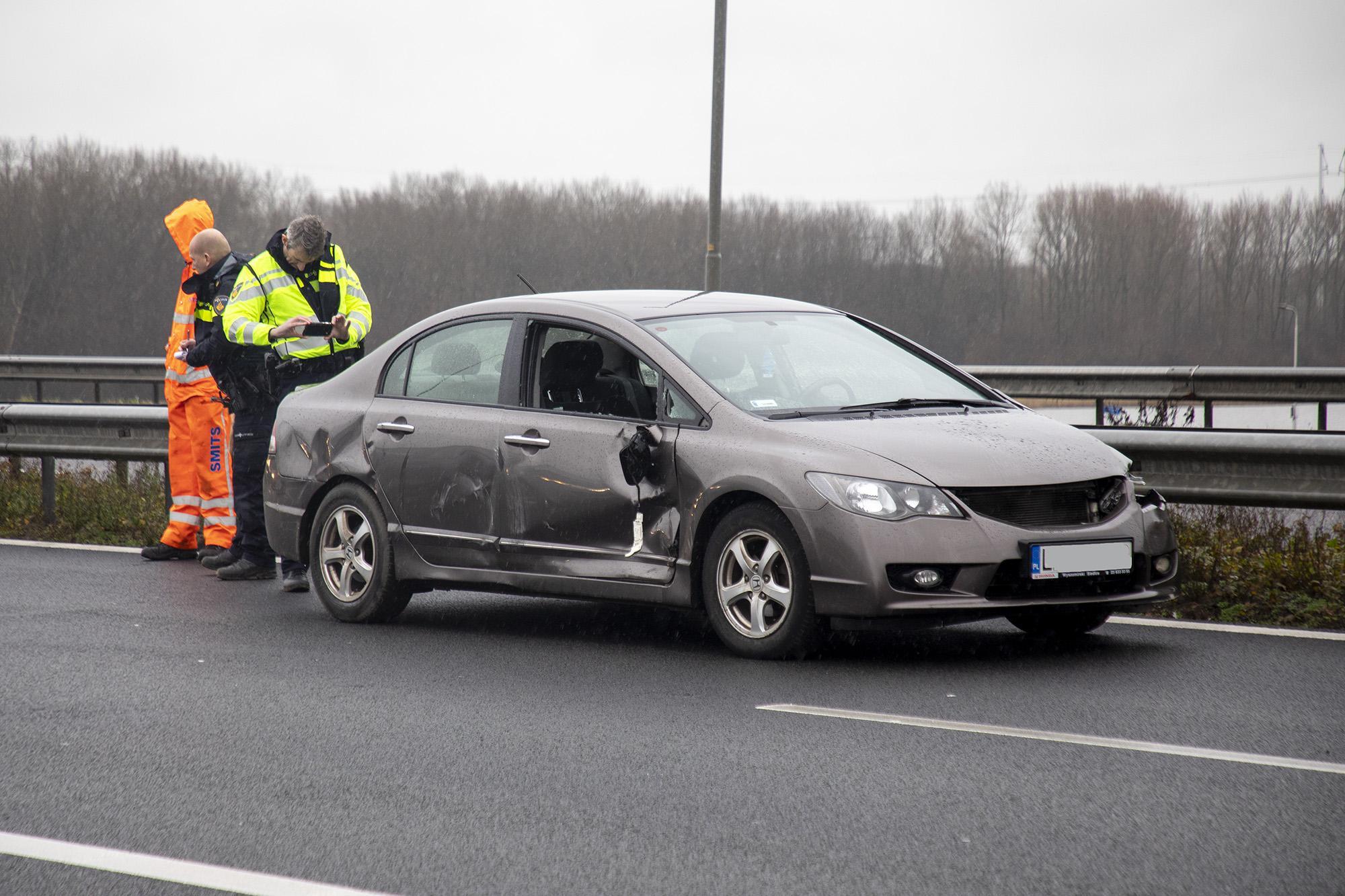 File door ongeval met vrachtwagen en personenauto's A9 bij Spaarndam