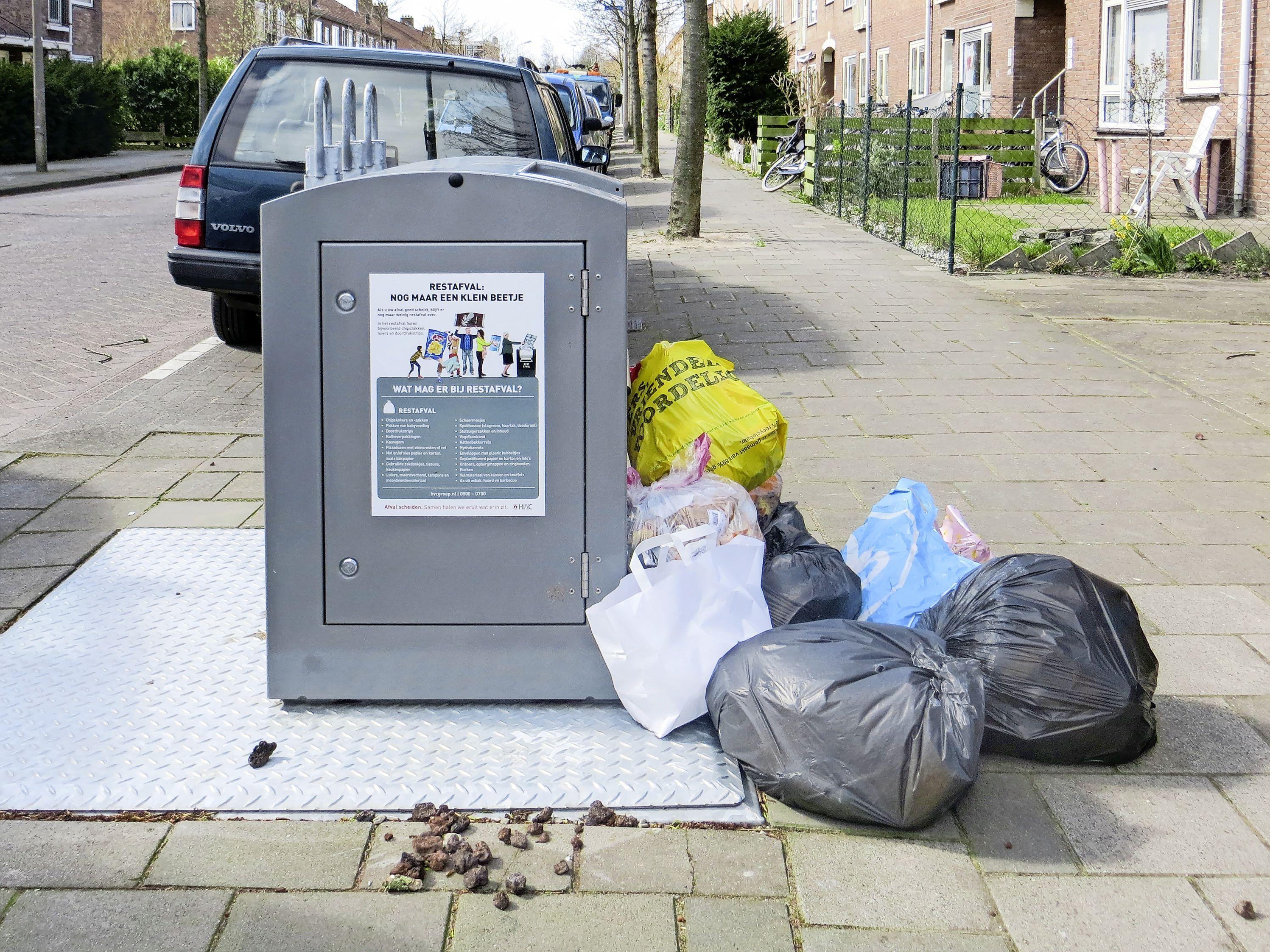 Zaanstad deelt meer boetes uit voor afval dumpen: '192 euro voor dat ene zakje, een waarschuwing was meer op zijn plaats geweest'