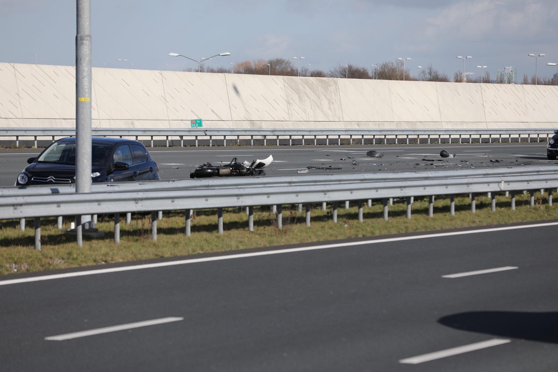 A9 bij Badhoevedorp weer open na ongeluk met motorrijder