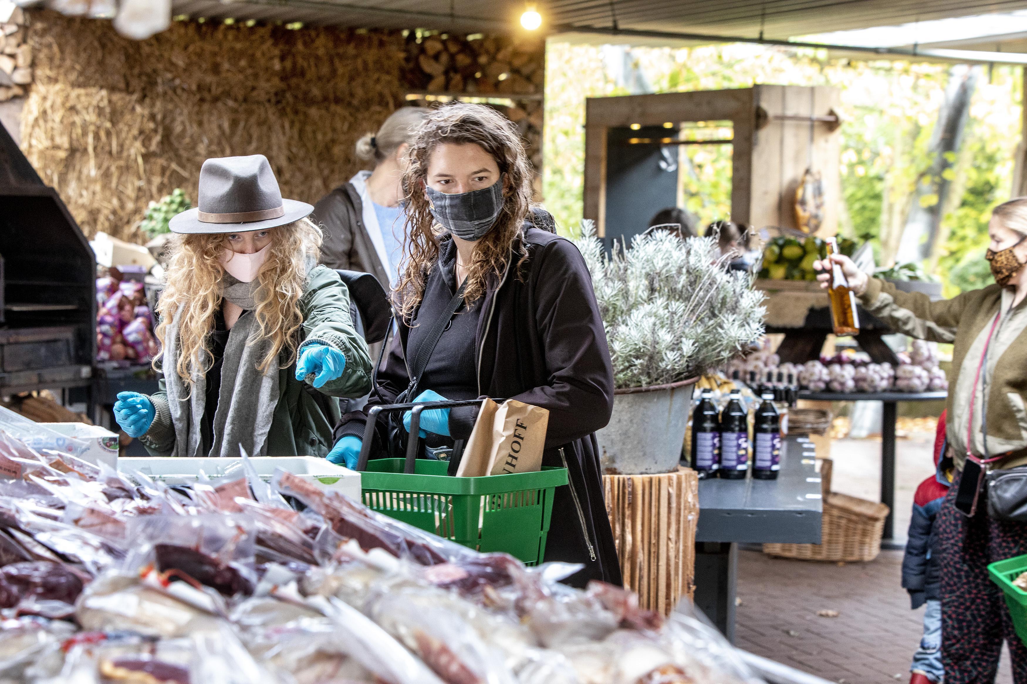 De Plantage in Vogelenzang stampt afhaalwinkel met topproducten uit de grond 'Klanten verbaasd als ze spruitjes aan een stronk zien''