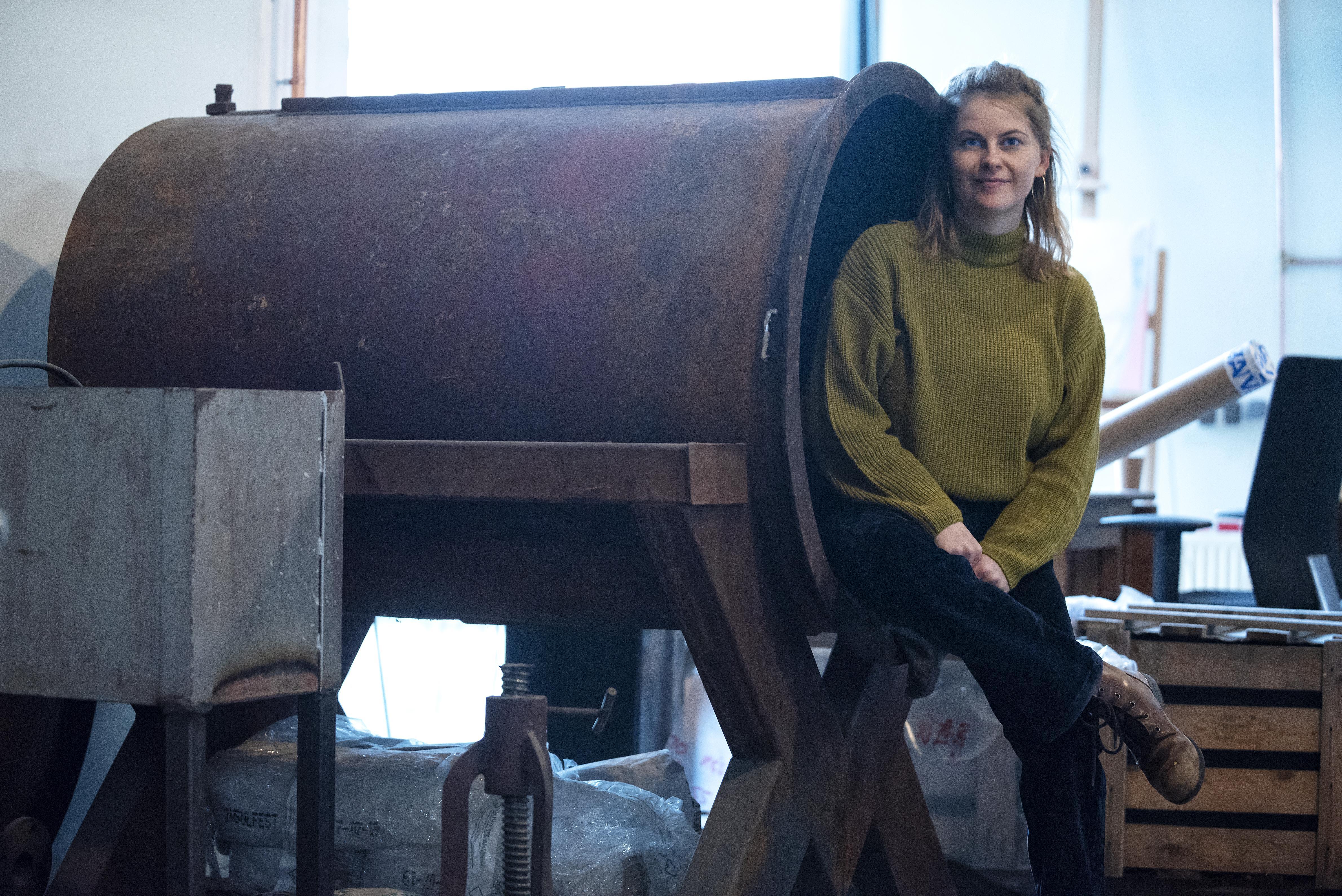 Michelle Veldman halverwege haar eigen glasblazerij: 'Glas is ondergewaardeerd, terwijl je er zoveel mee kunt. Het kan plastic vervangen, maar je kunt er ook mee bouwen'