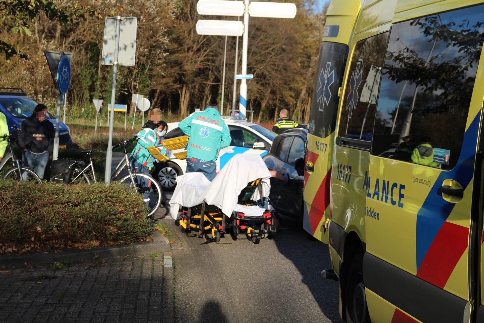 Fietser gewond bij aanrijding in Katwijk; verkeer wordt omgeleid