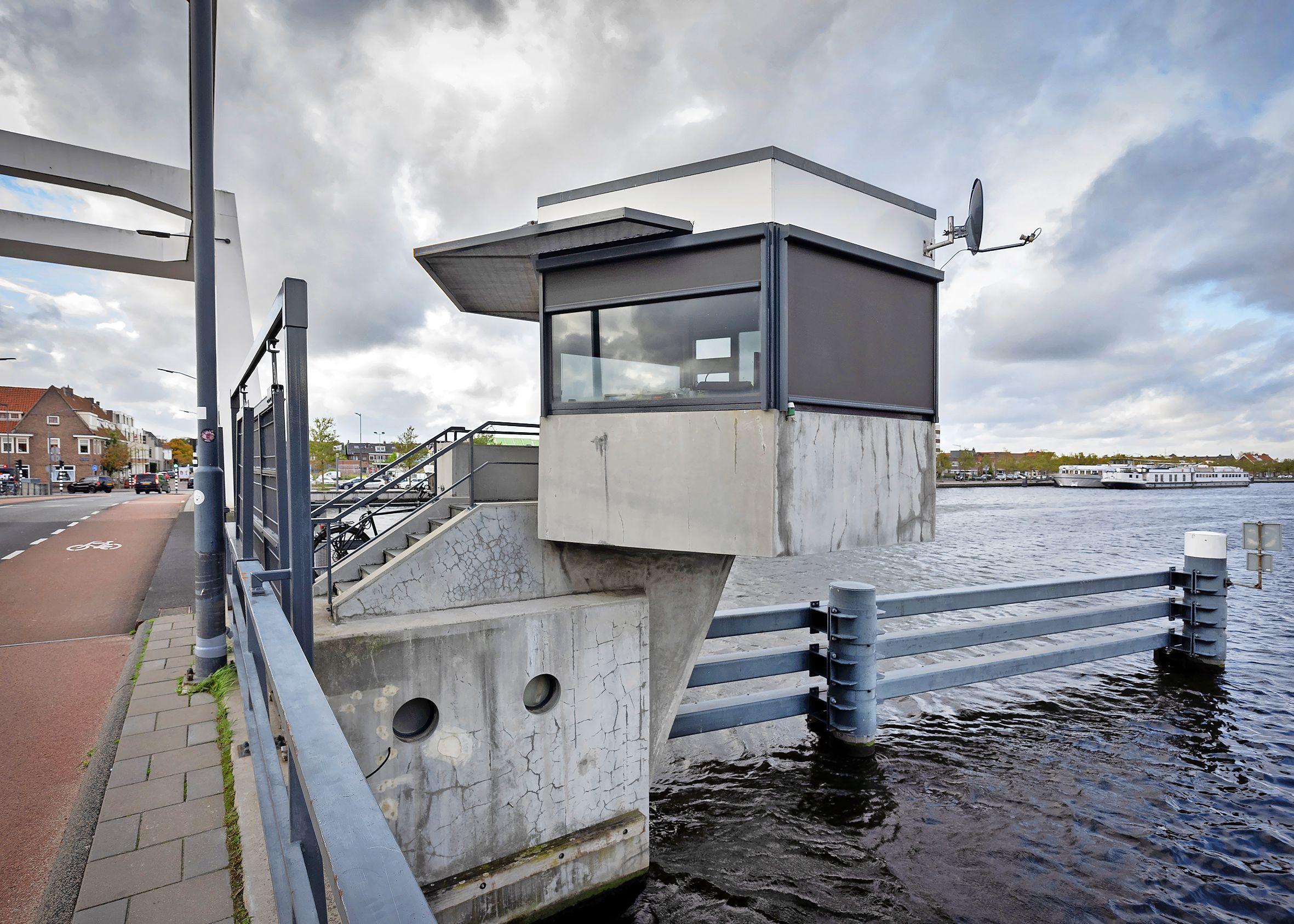 Haarlemse bruggen niet meer op locatie bediend: Ondanks eerdere kritiek stemt meerderheid voor