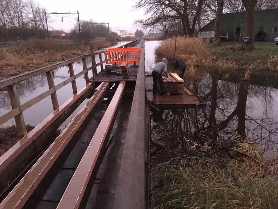 Houten brug over de Liede maand dicht vanwege onderhoud