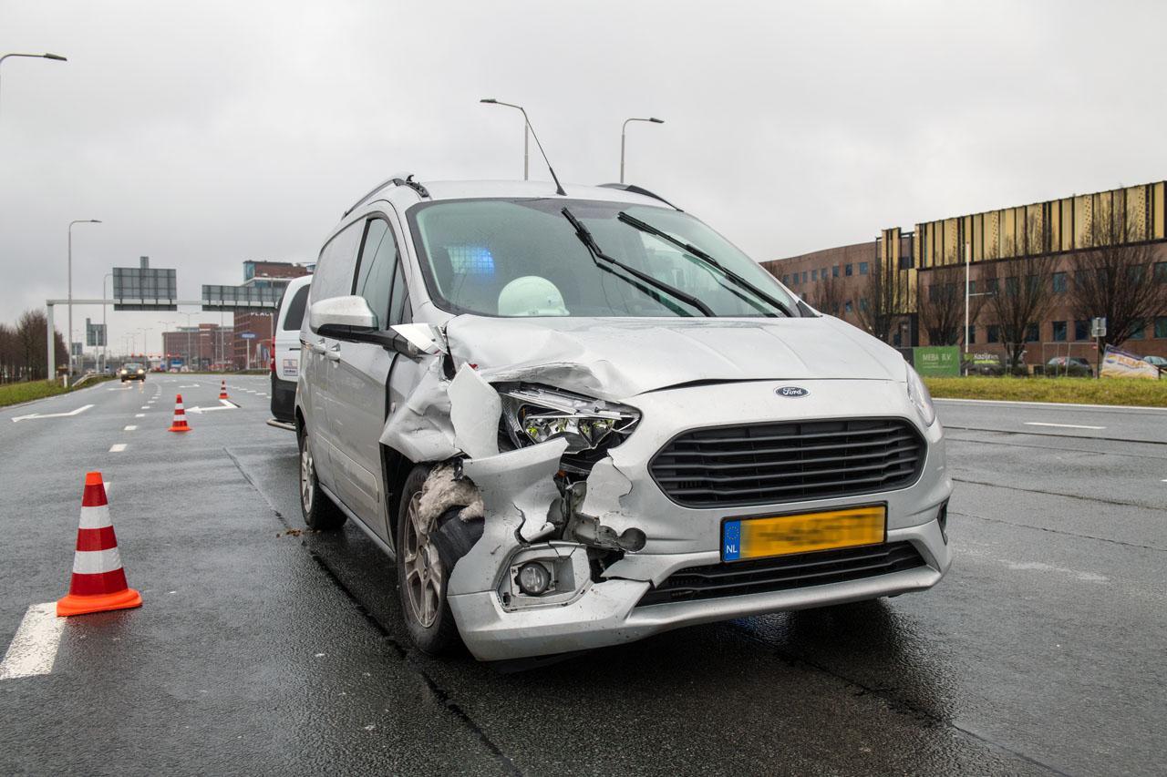 Automobilist na blaastest aangehouden bij kop-staartbotsing in Hoofddorp