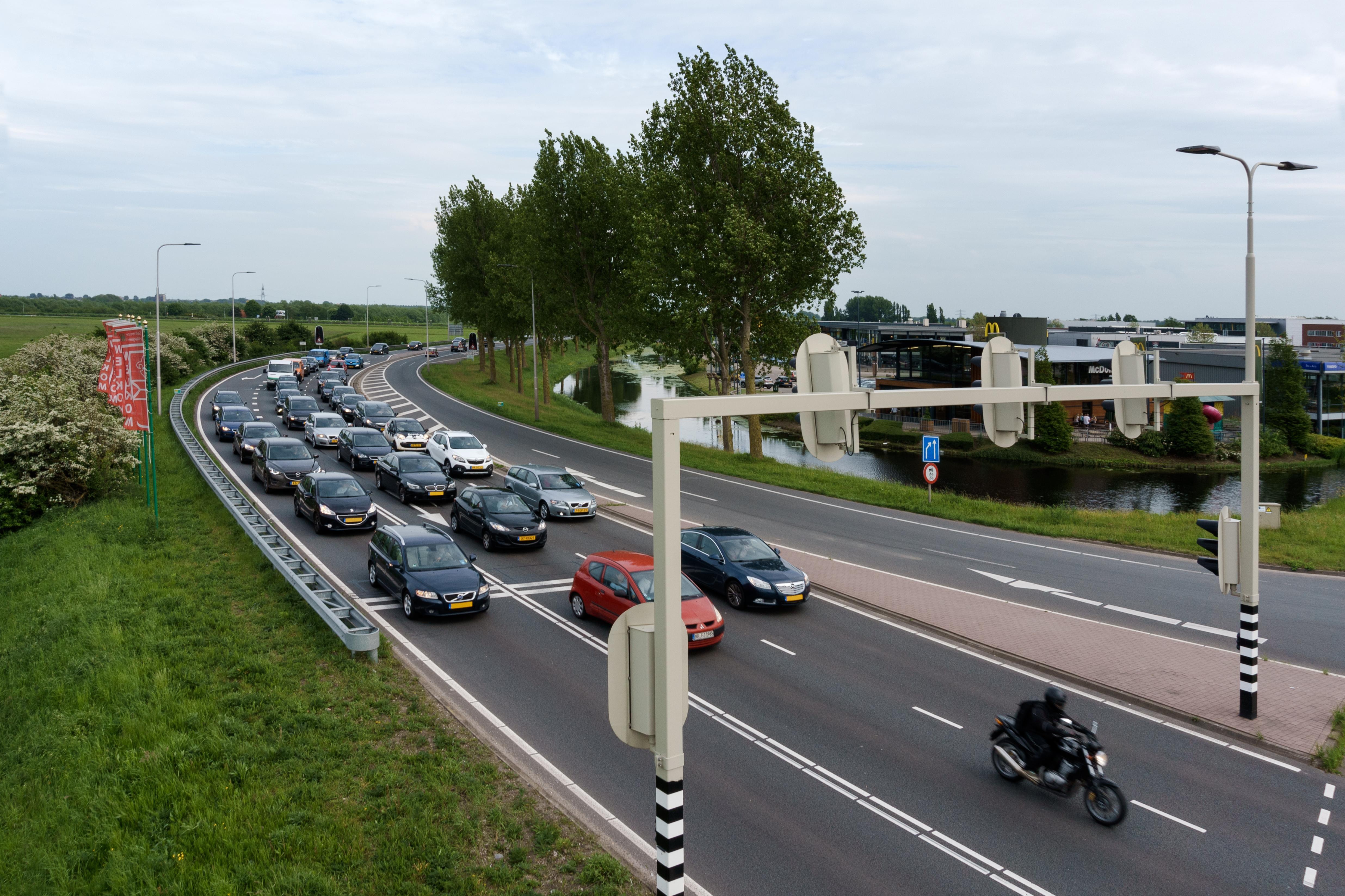 Minder lang wachten op rood. Provincie test 'wachtrijvoorspeller' in regio Alkmaar