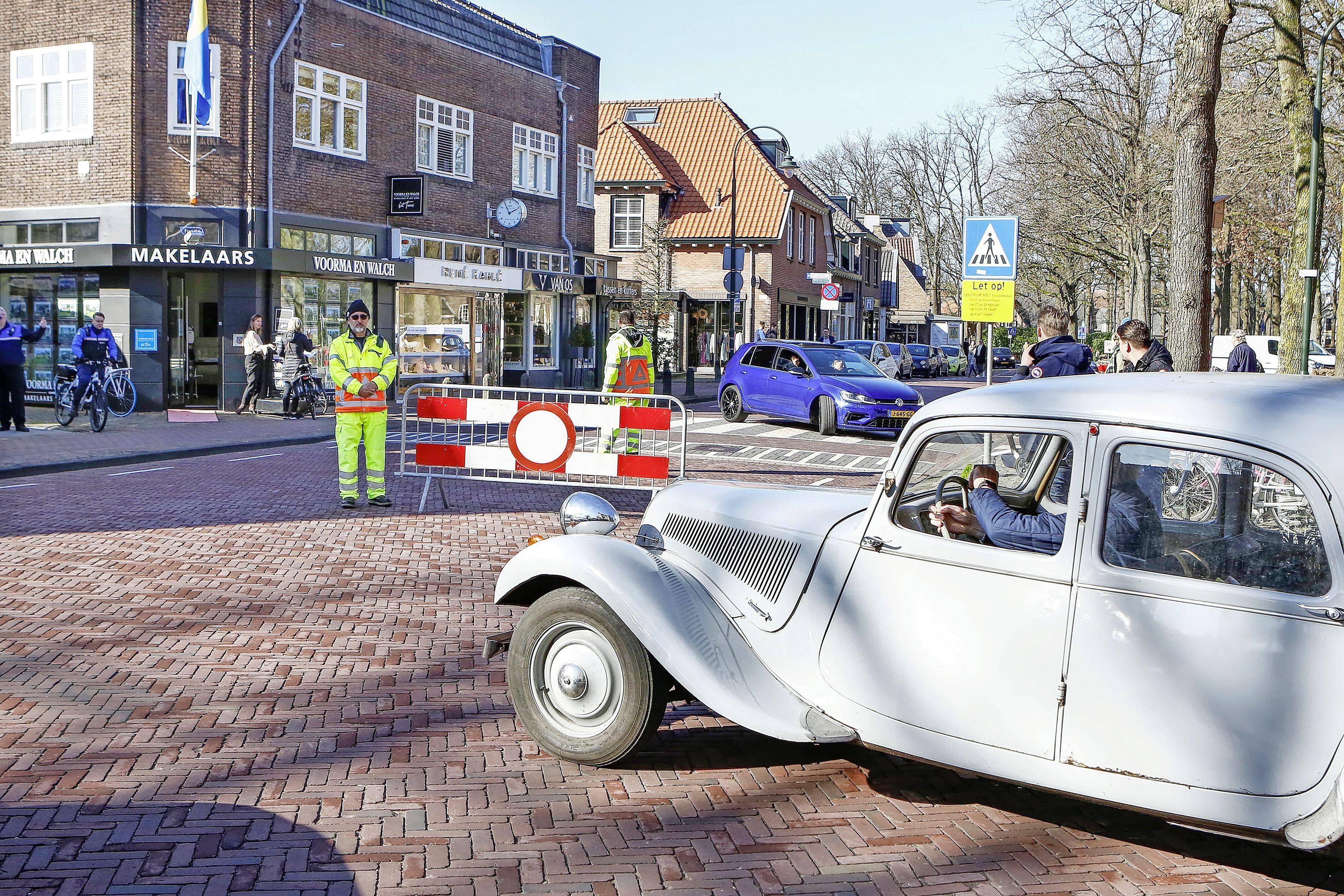 Afsluiting Brink in Laren duurt nog zeker twee weekeinden voort