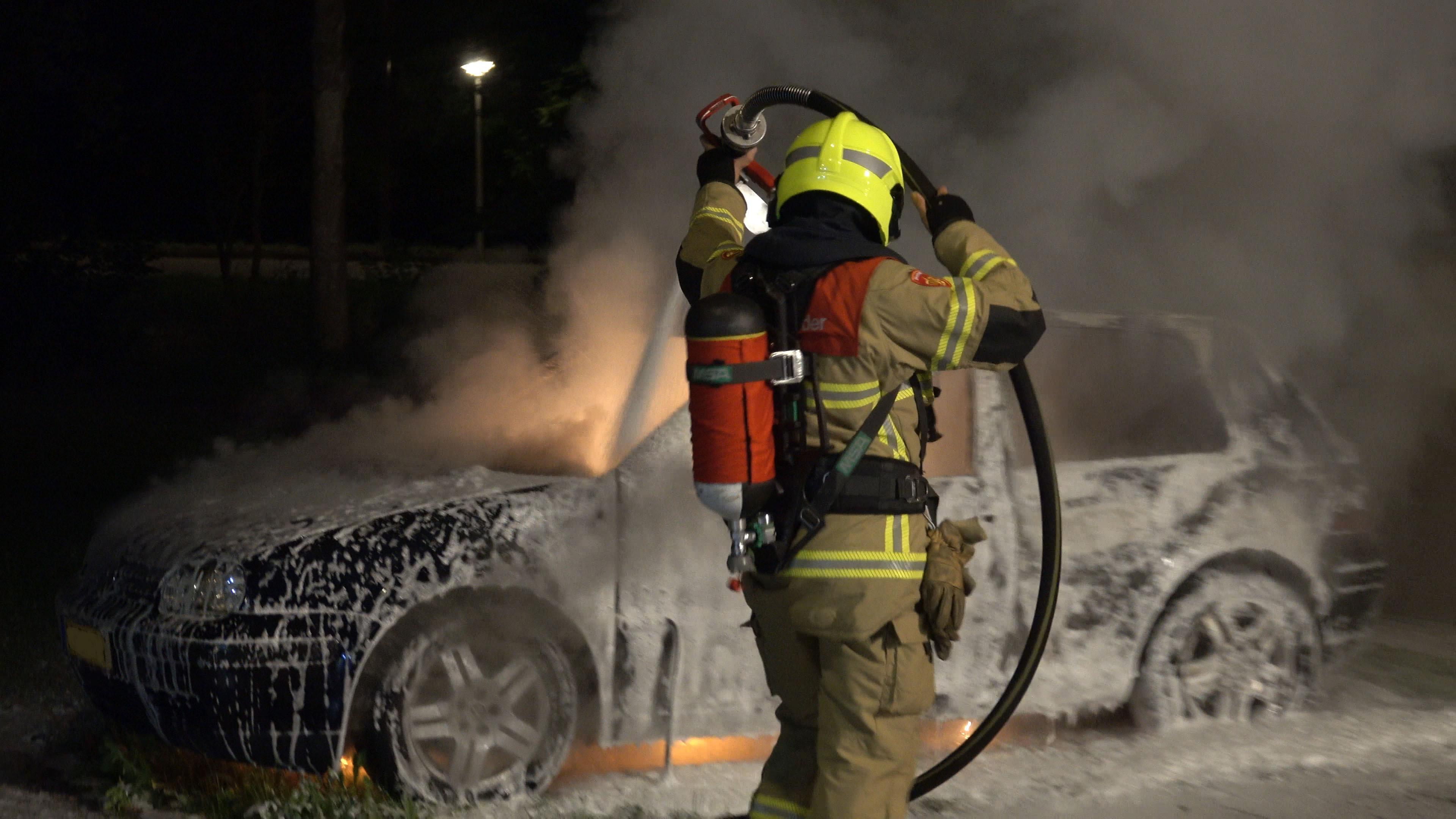 Auto uitgebrand bij Kolping Boys in Alkmaar [video]