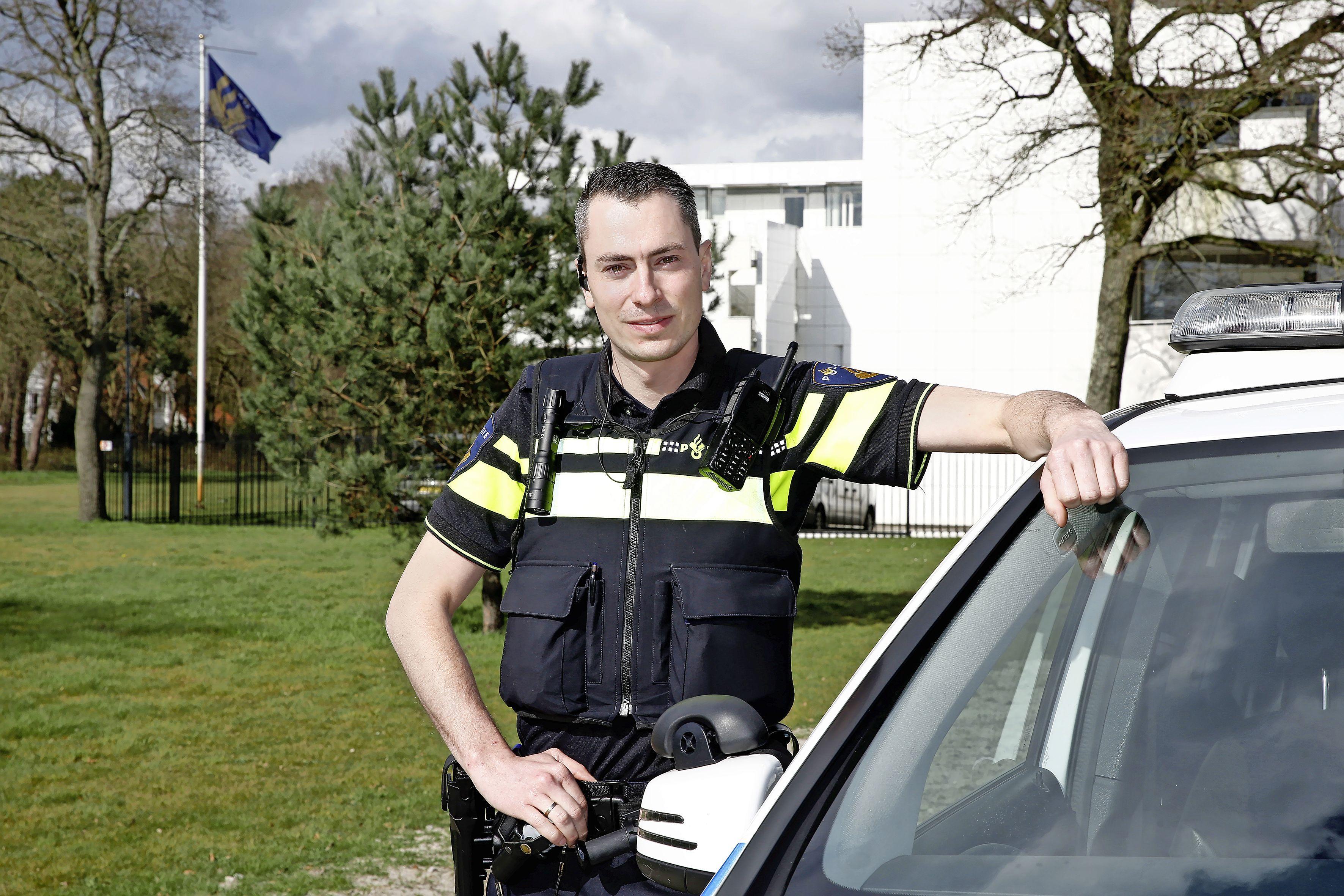 Huftergedrag in het Hilversumse verkeer opnieuw aangepakt. 'We zien veel 18- en 19-jarigen die te hard rijden'