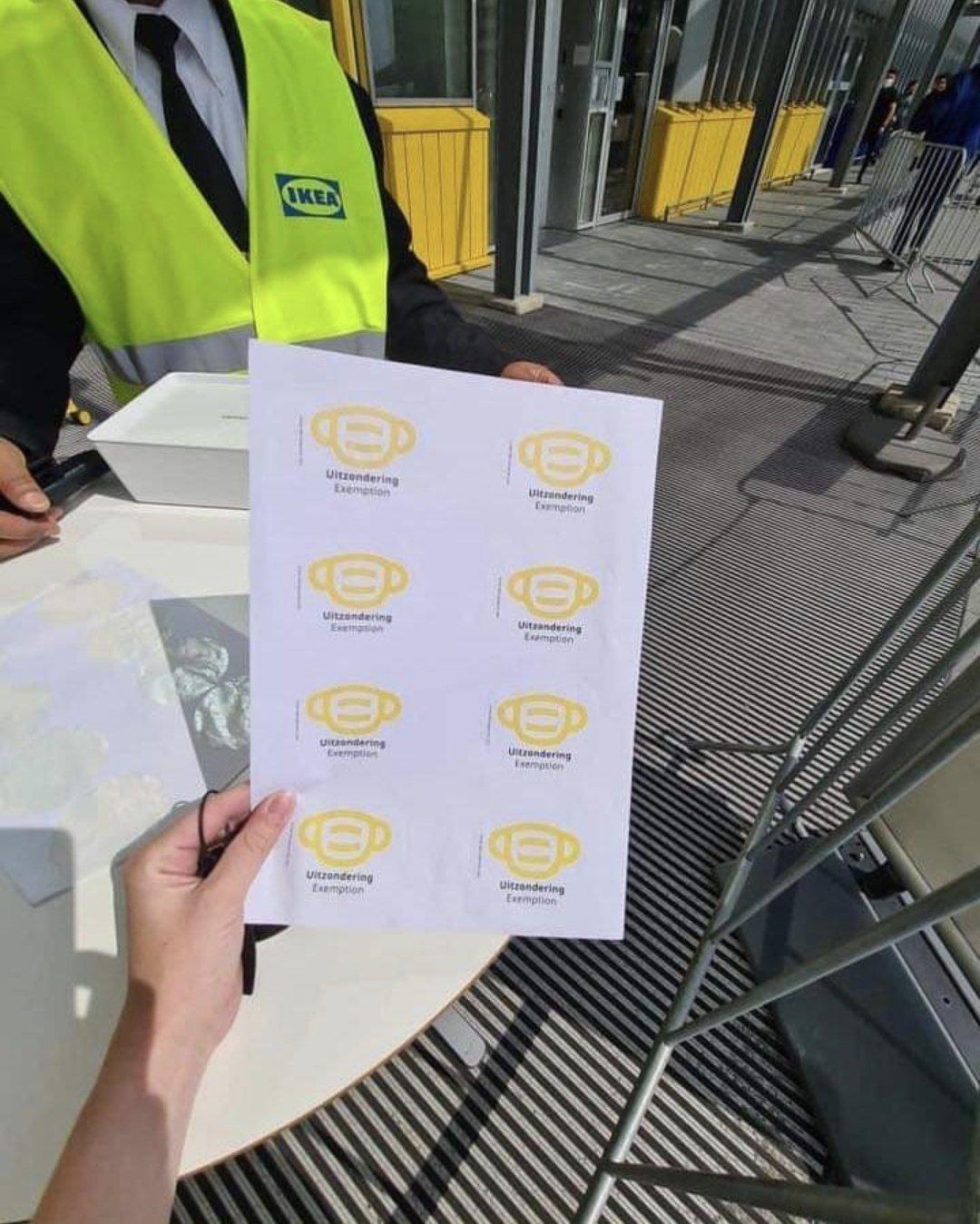 Gele Ikea-sticker als rode lap