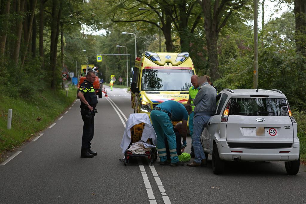 Verkeersregelaar aangereden door brommobiel in Aerdenhout
