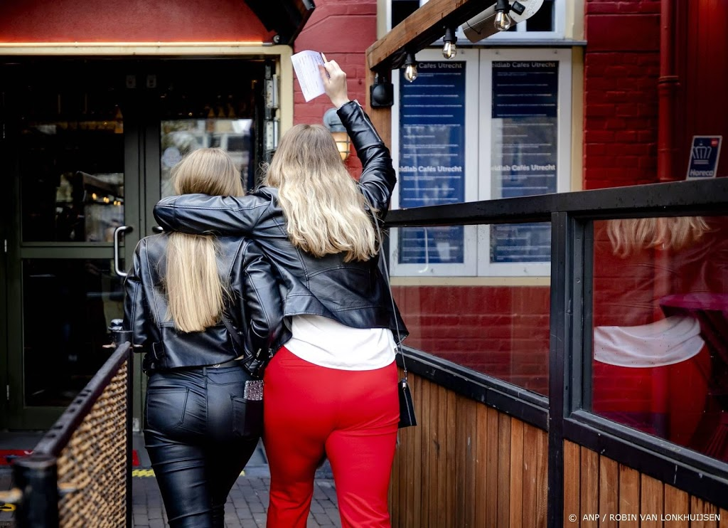 Horeca Utrecht tevreden over 'ouderwets lol maken' in kroeg