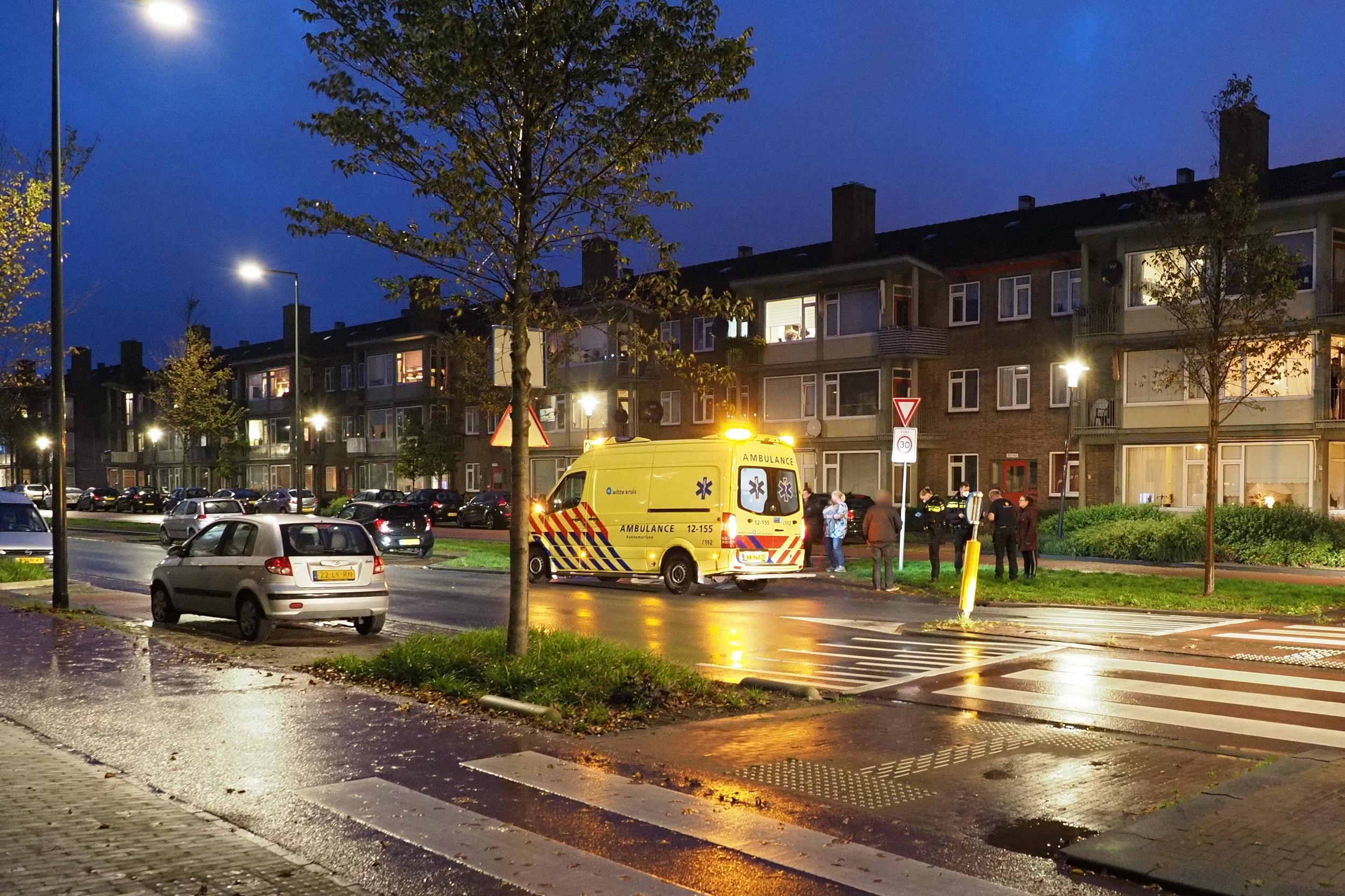 Vrouw op zebrapad door auto geschept in IJmuiden