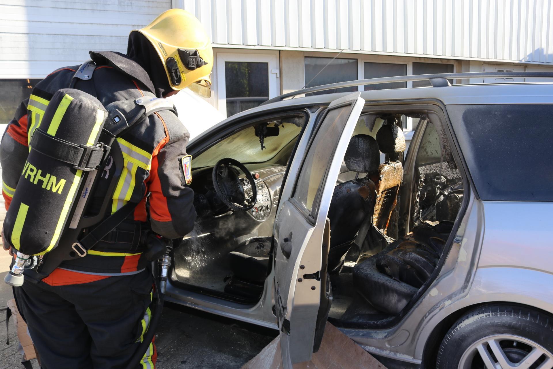 Auto uitgebrand bij laswerkzaamheden bij bedrijf in Sassenheim