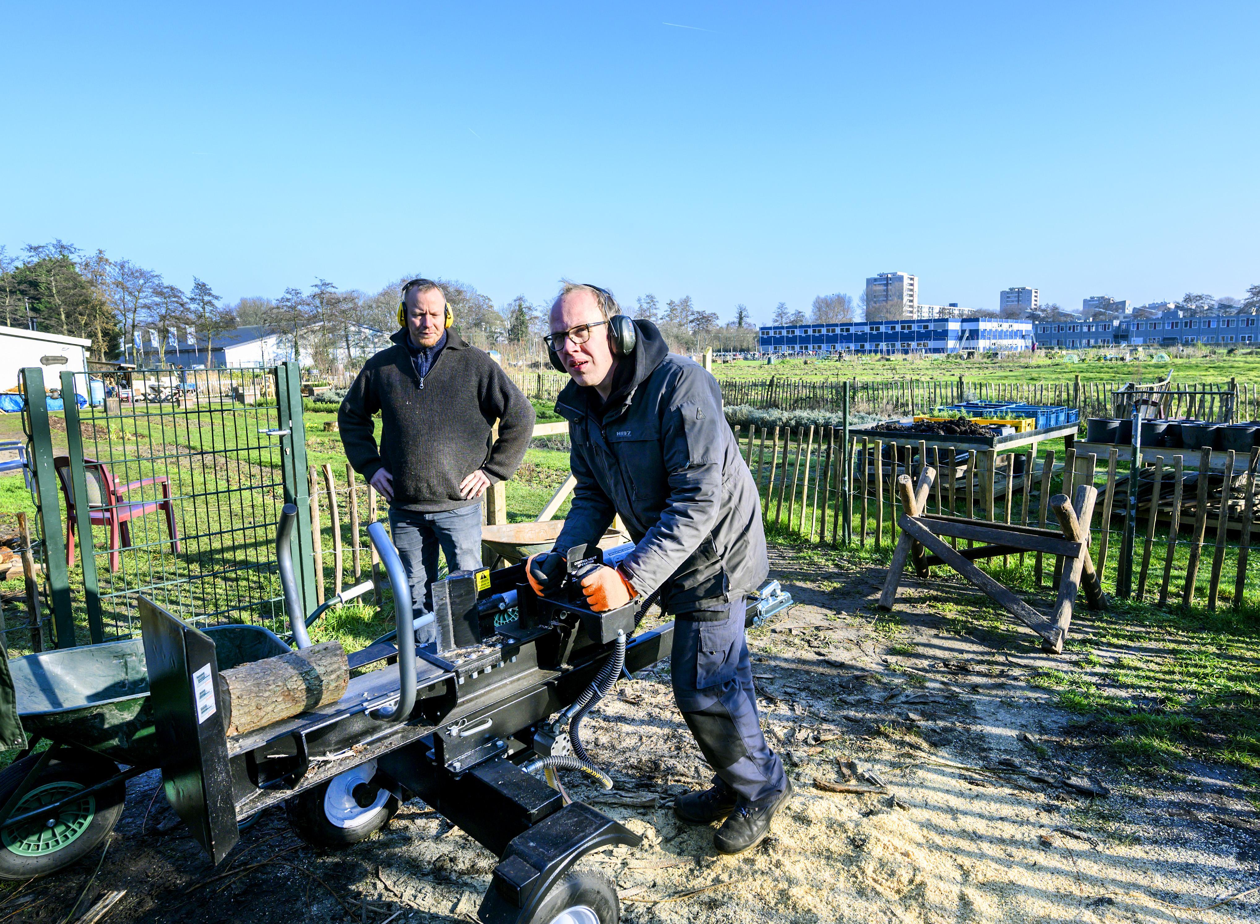 Kruiden en planten op voetbalveld in Haarlem-Schalkwijk: Op broedplek van criminaliteit groeit nu lavendel