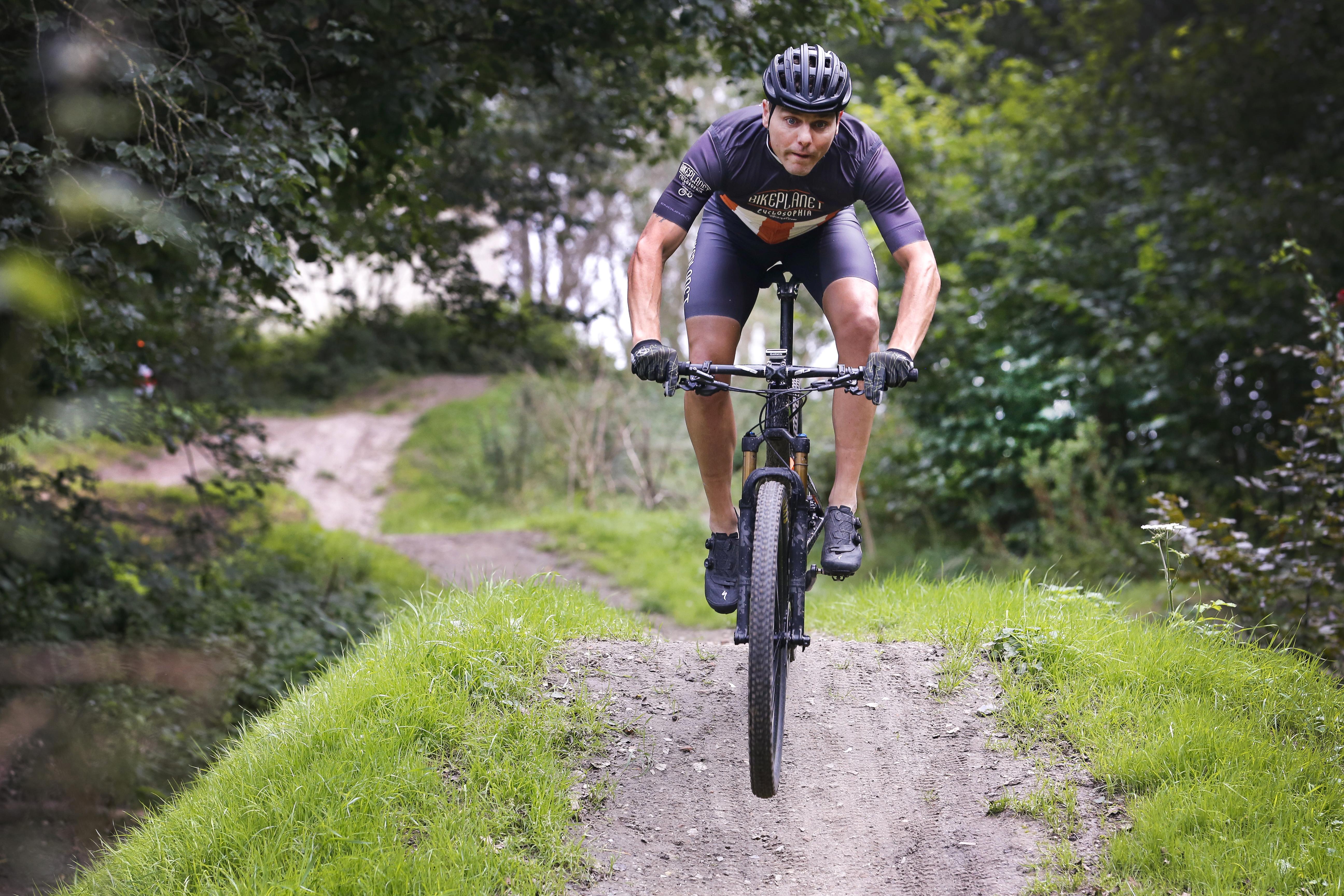 Mountainbiker Marchel van der Heijden uit IJmuiden over de 'funklasse' in recreatiegebied Spaarnwoude: 'Waarom het zo heet, weet ik niet. Het suggereert dat het een lolletje is, maar ik kan je verzekeren dat je flink door moet trappen om de rest voor te blijven'