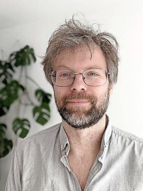 'Corona bestáát niet' en ander complotdenken in gratis lezing; Vincent Tijms promoot kritisch denken