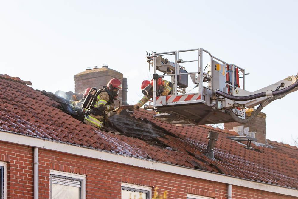 Veel schade bij uitslaande woningbrand in Hilversum