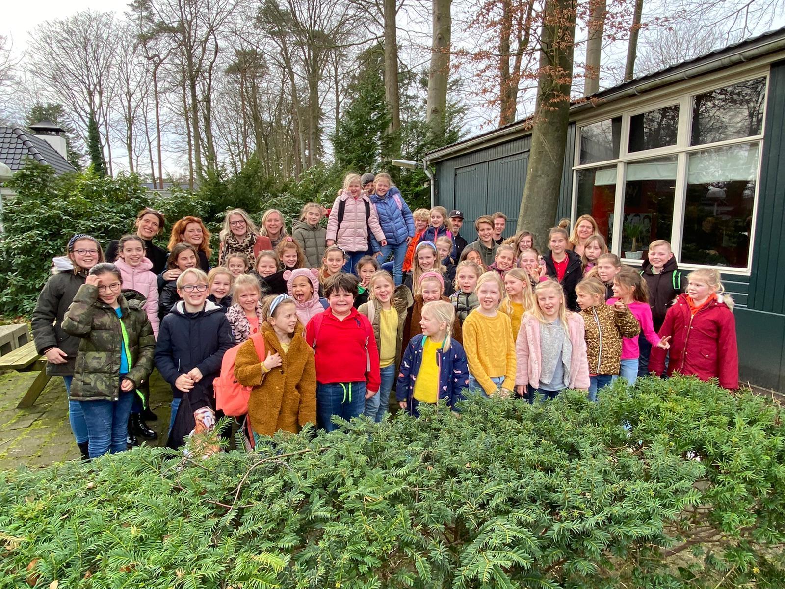 Kinderbevrijdingslied gelanceerd in Noordwijk: 'Iedereen is nu even in zijn vrijheid beknot' [video]