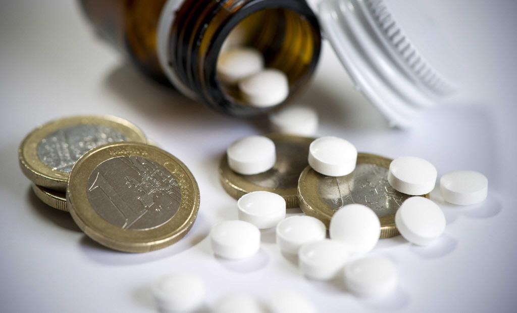 'Acute medische zorg in Eemland komt in gevaar'; Dienstapotheek spant geding aan tegen zorgverzekeraars omdat die medicijnen vanuit Utrecht wil laten bezorgen