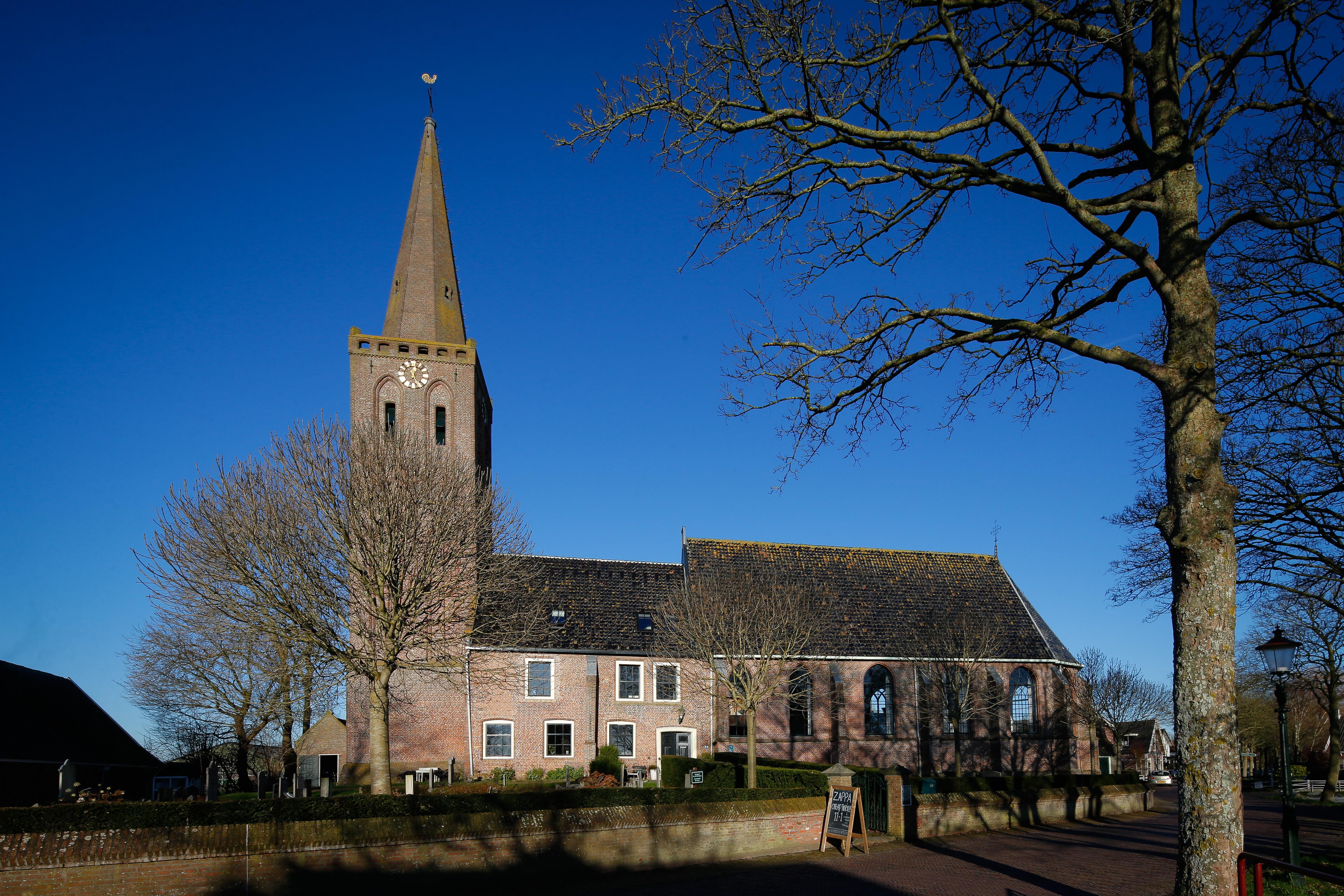 Door coronacrisis meer kerken in de verkoop, René en Gerda wonen hemels in oude kerk