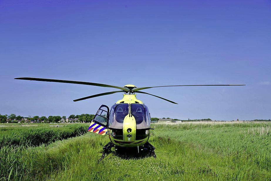 Traumahelikopter landt in weiland Anna Paulowna om gevallen fietser
