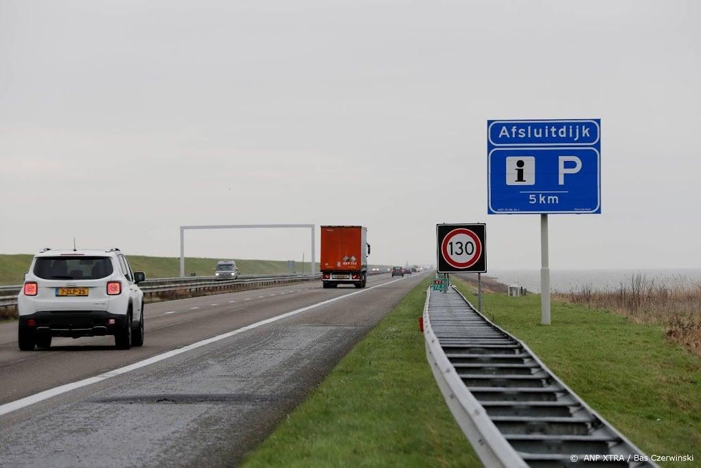 Afsluitdijk richting Friesland dicht na ongeval