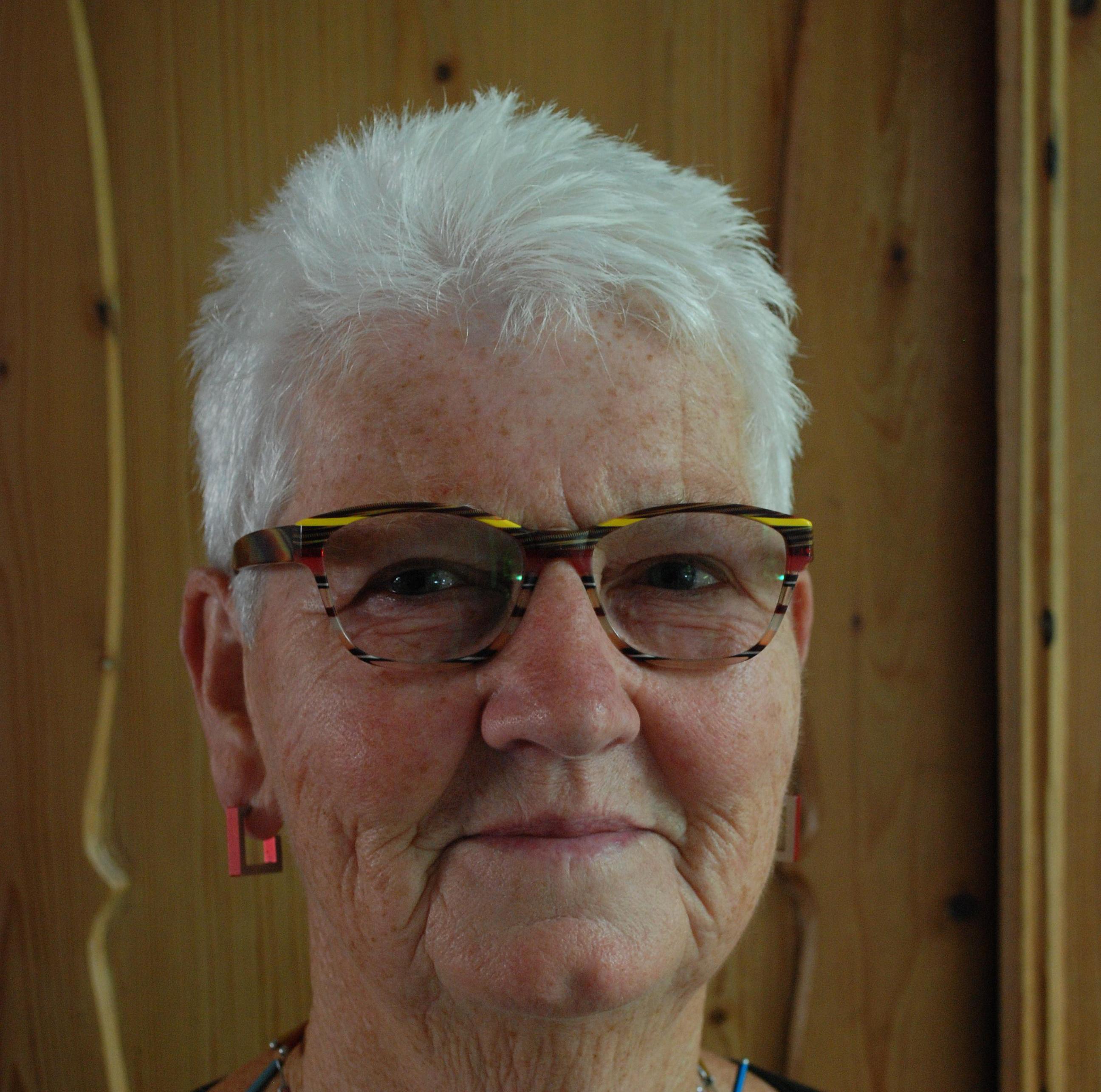 Corry de Krijger-Bogers (1949-2020) uit Hoorn was de spil, steun en toeverlaat, binnen en buiten haar gezin. Toen kwam corona. 'We missen het zonnetje in huis'