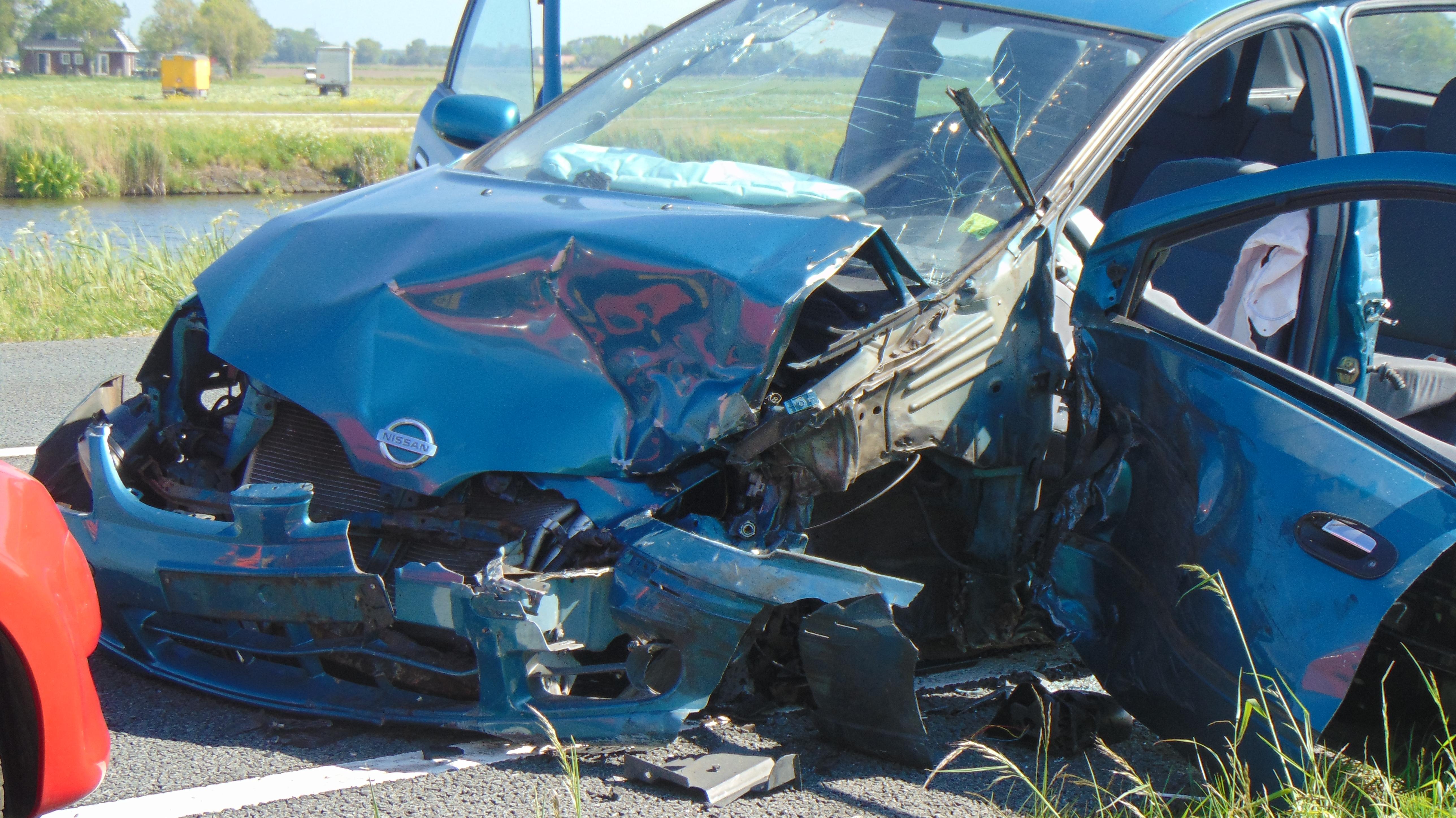 Twee gewonden bij ongeval met twee auto's en vrachtwagen op N9 bij 't Zand [update, video]