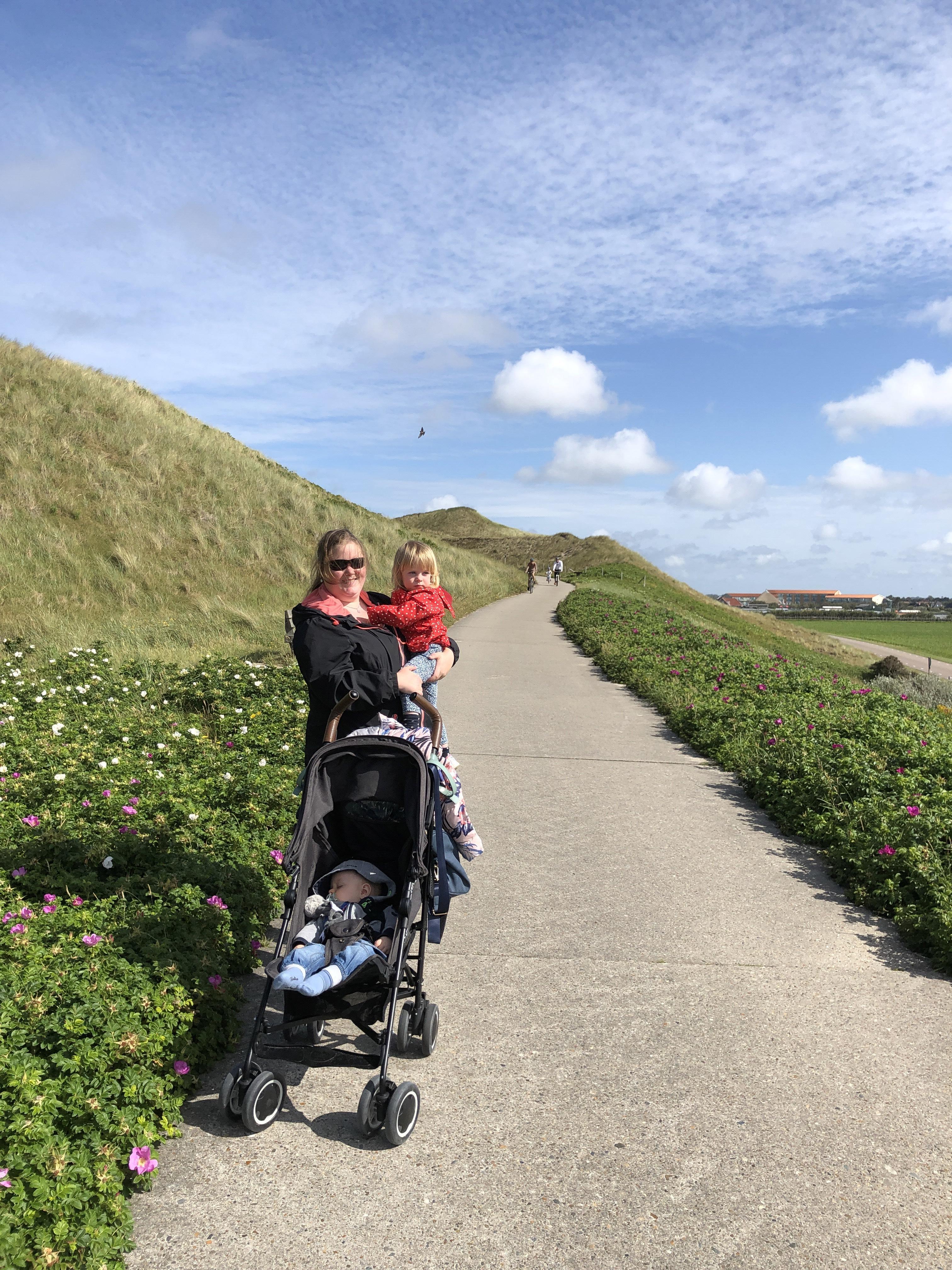 Op medisch advies verhuist Marion naar Den Helder, omdat de lucht er veel schoner is. 'De mensen zijn hier ook veel minder gehaast, alles gaat veel rustiger'