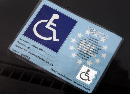 Kosten voor een gehandicaptenparkeerkaart in Oegstgeest gaan mogelijk fors omlaag