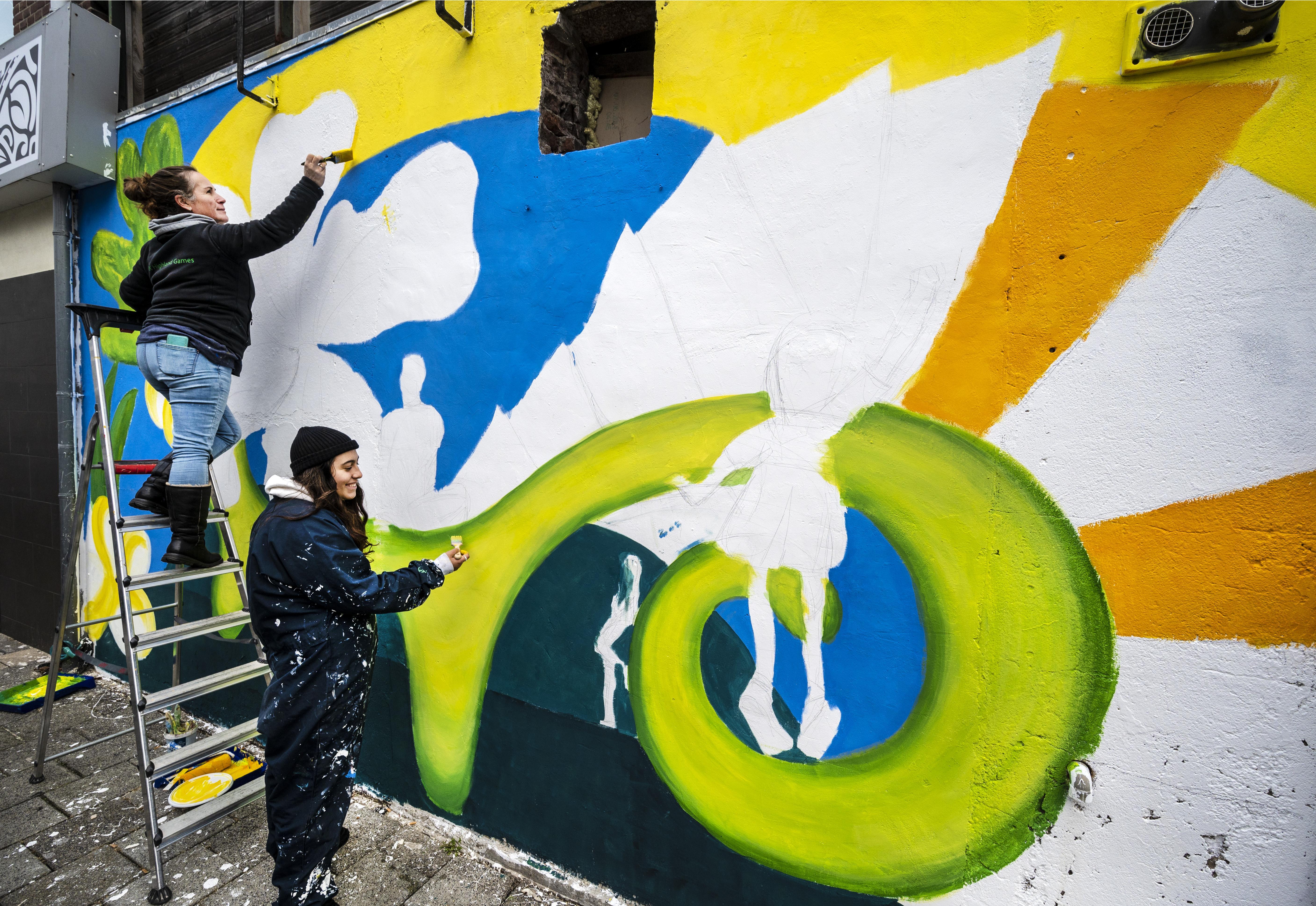 Generaal Joubertstraat in Haarlem krijgt een muurschildering met een Polynesisch tintje