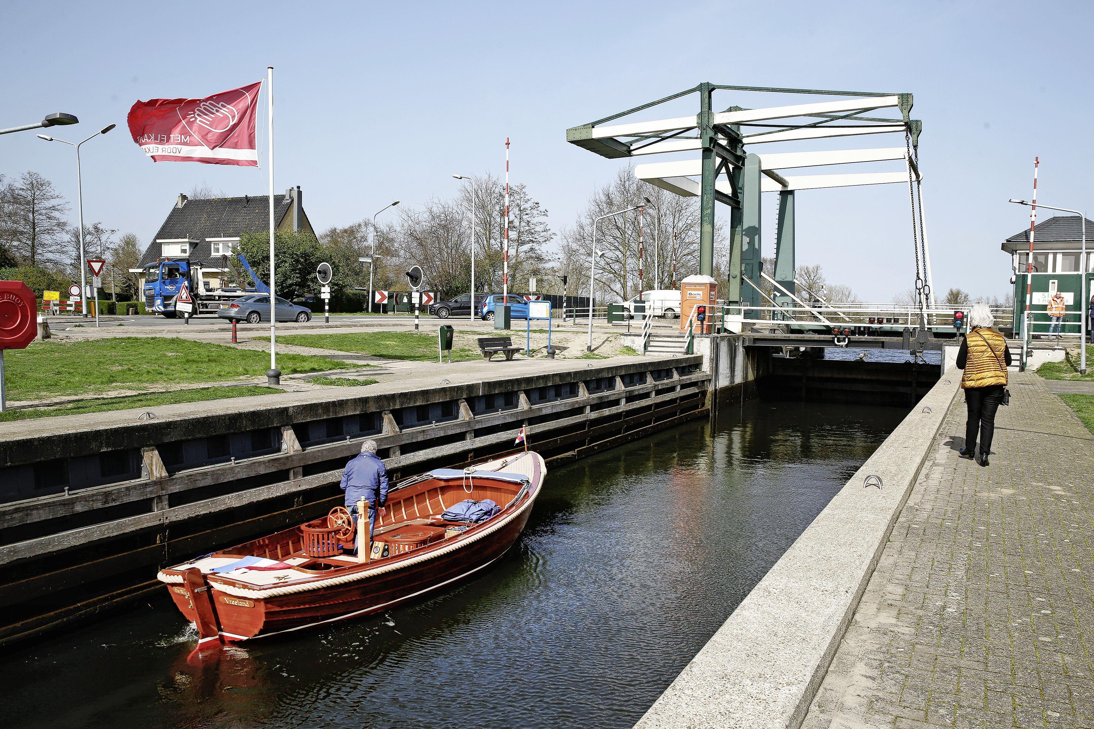 Goed nieuws voor watersporters bij de start van het nieuwe vaarseizoen. Sluis 't Hemeltje is weer open en kan er weer twintig jaar tegenaan