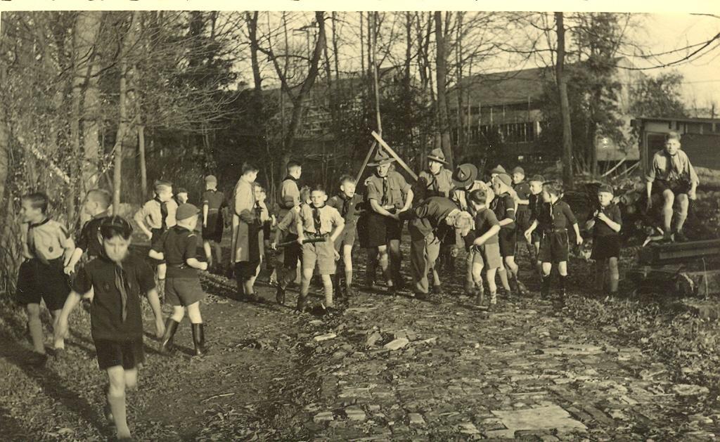 Velsen van Vroeger: Scouts Sint Radboud kunnen feestje vieren