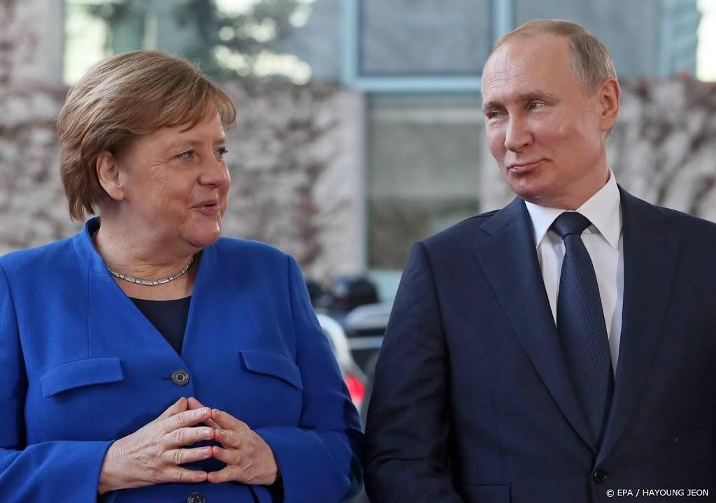 Poetin en Merkel uiten in gesprek zorgen over spanningen Oekraïne