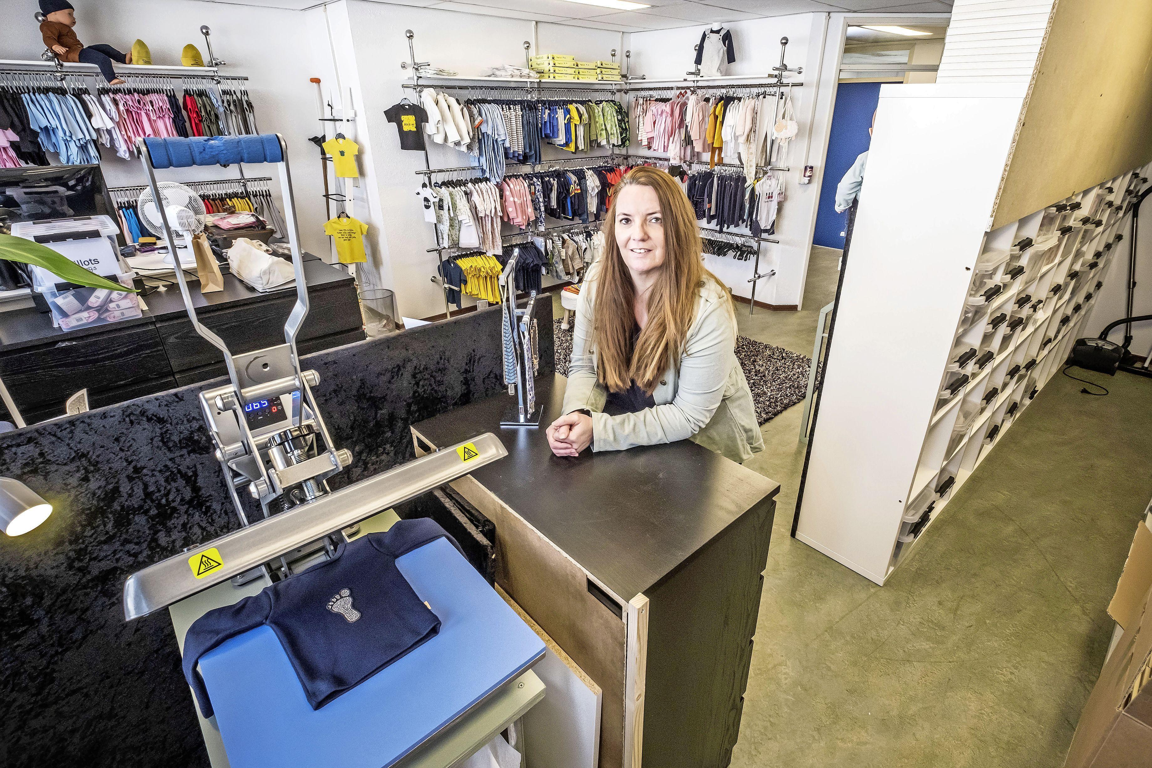 'Ik ben niet zielig, struggles horen bij het leven', zegt Ing Steenbeek. Maar haar babykledingwinkeltje is weg uit de stad, de lockdown duurt te lang