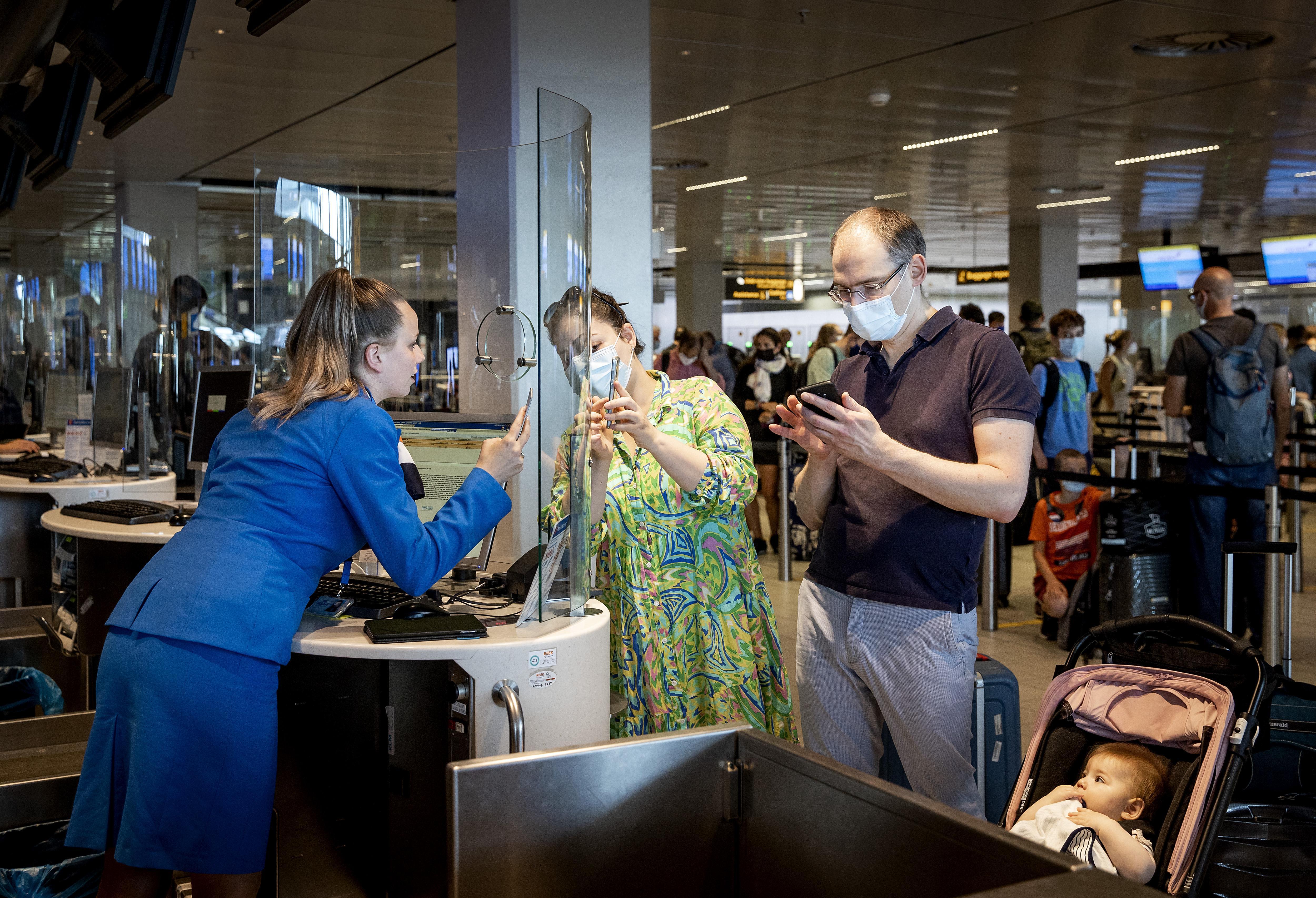 KLM is klaar voor zomerdrukte maar waarschuwt: zo makkelijk als de vorige vliegreis is het niet meer