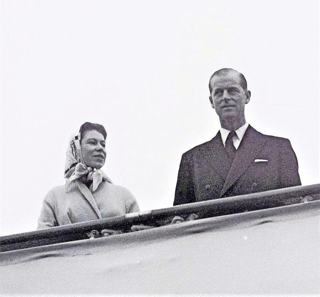 Velsen van Vroeger: koninklijk bezoek, in de ochtendmist bij IJmuiden
