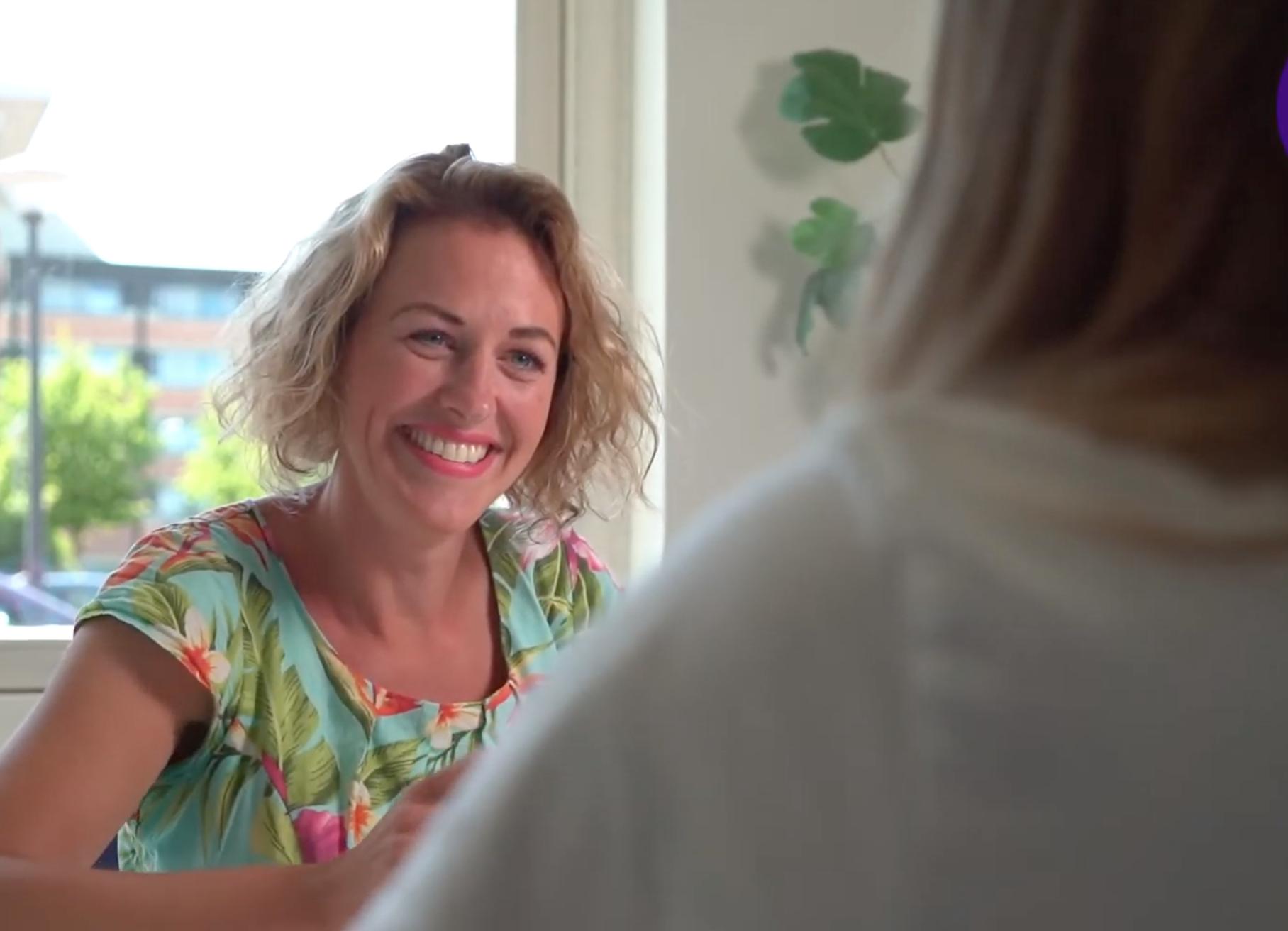 'Migrantenvrouwen leren door' biedt vluchtelingen in West-Friesland kans op studie of betere baan. 'Taal is zo belangrijk om in contact te komen met mensen'