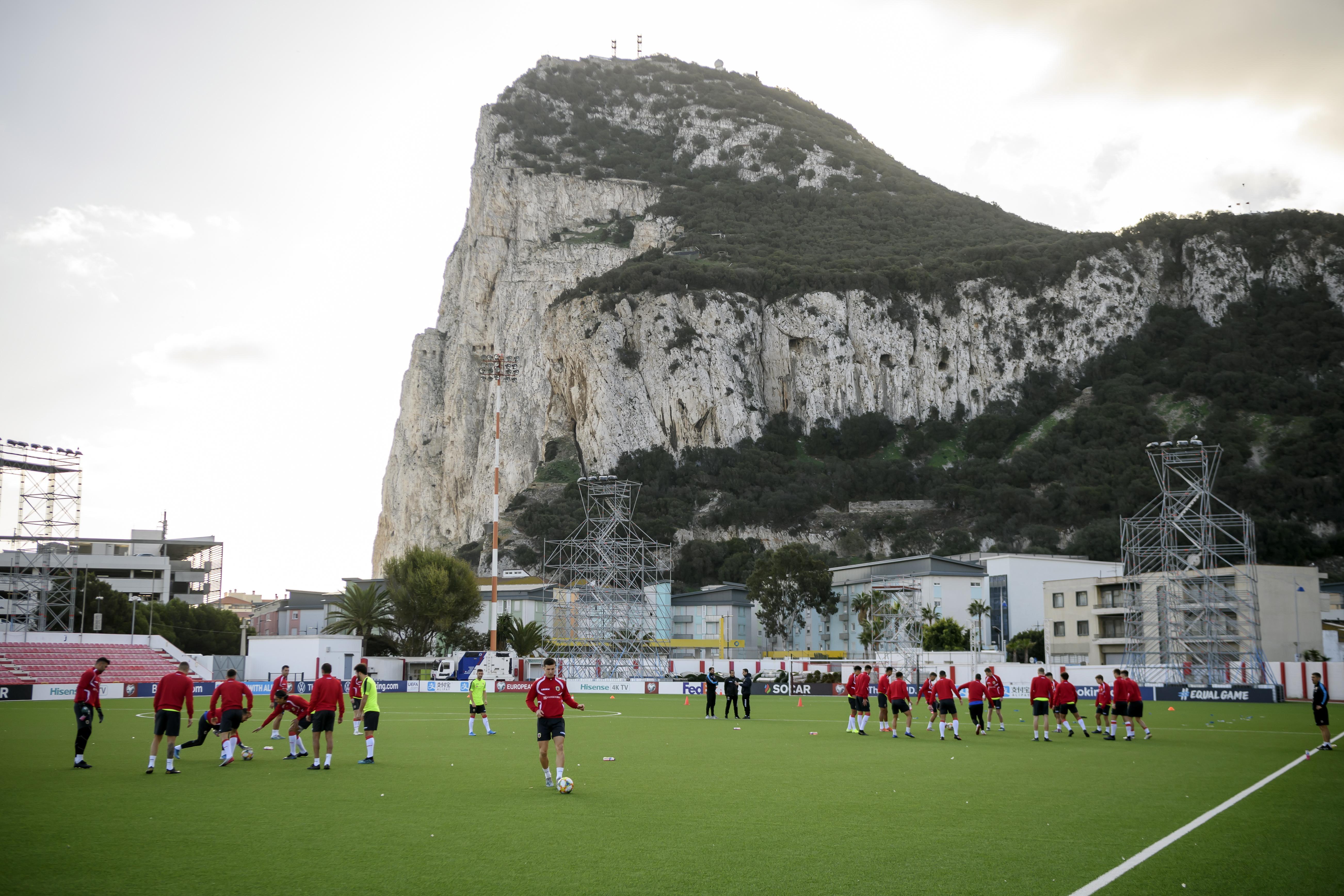 Memphis Depay en collega's hoeven in Victoria Stadium op Gibraltar niet te vrezen voor aanslag: 'Dat was wat ik dacht toen ik daar voor het eerst speelde'