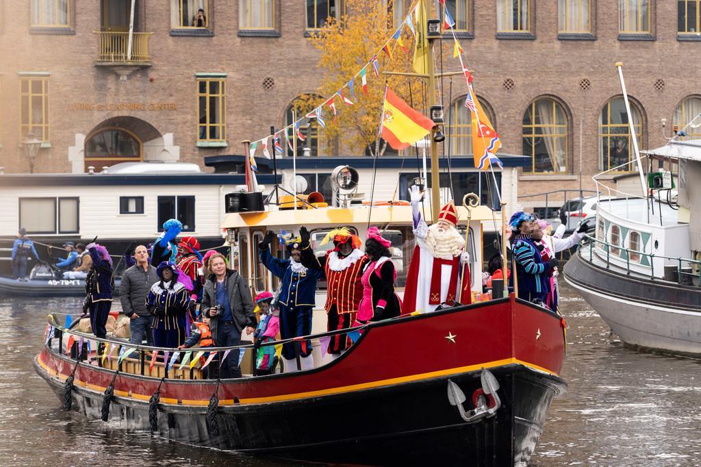 Stichting Sinterklaas in Leiden begint online crowdfunding 'Sinterklaas deelt uit'