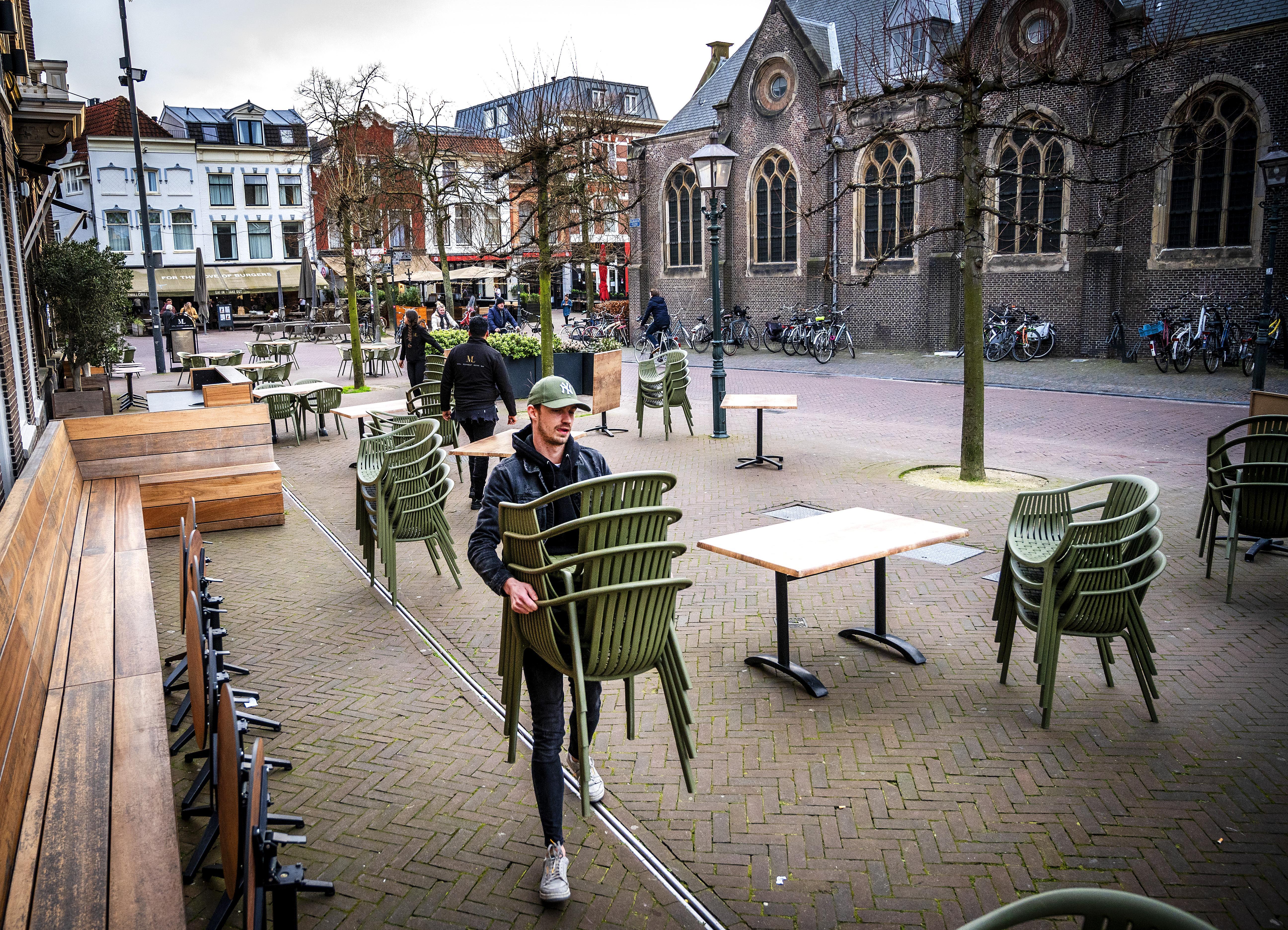 Corona in de Haarlemse regio: talloze uitgedeelde boetes, veel meer jeugdoverlast en minder banen in de horeca
