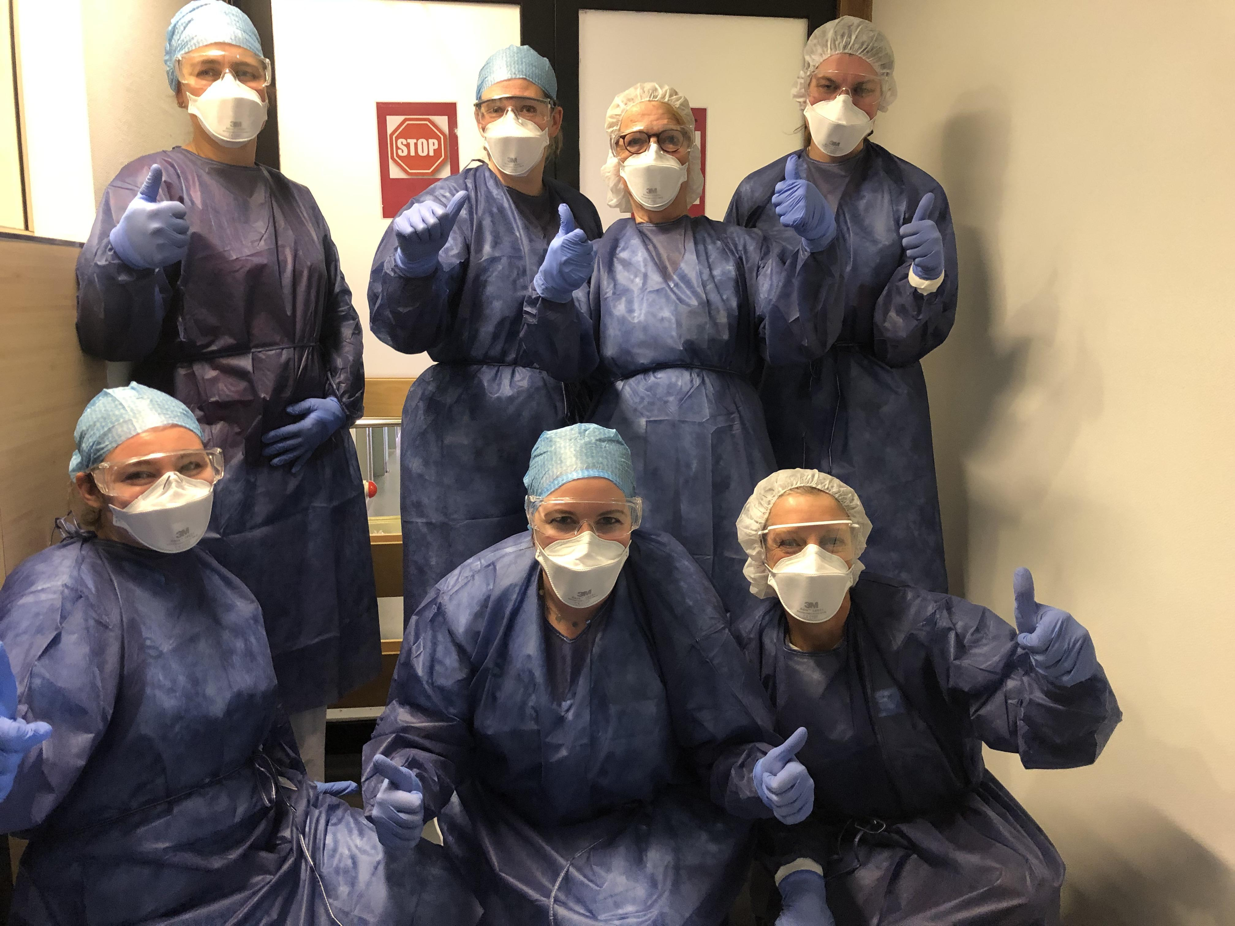Nu aan het werk op de corona-care unit: 'Mijn sokken laten zien wie ik ben'