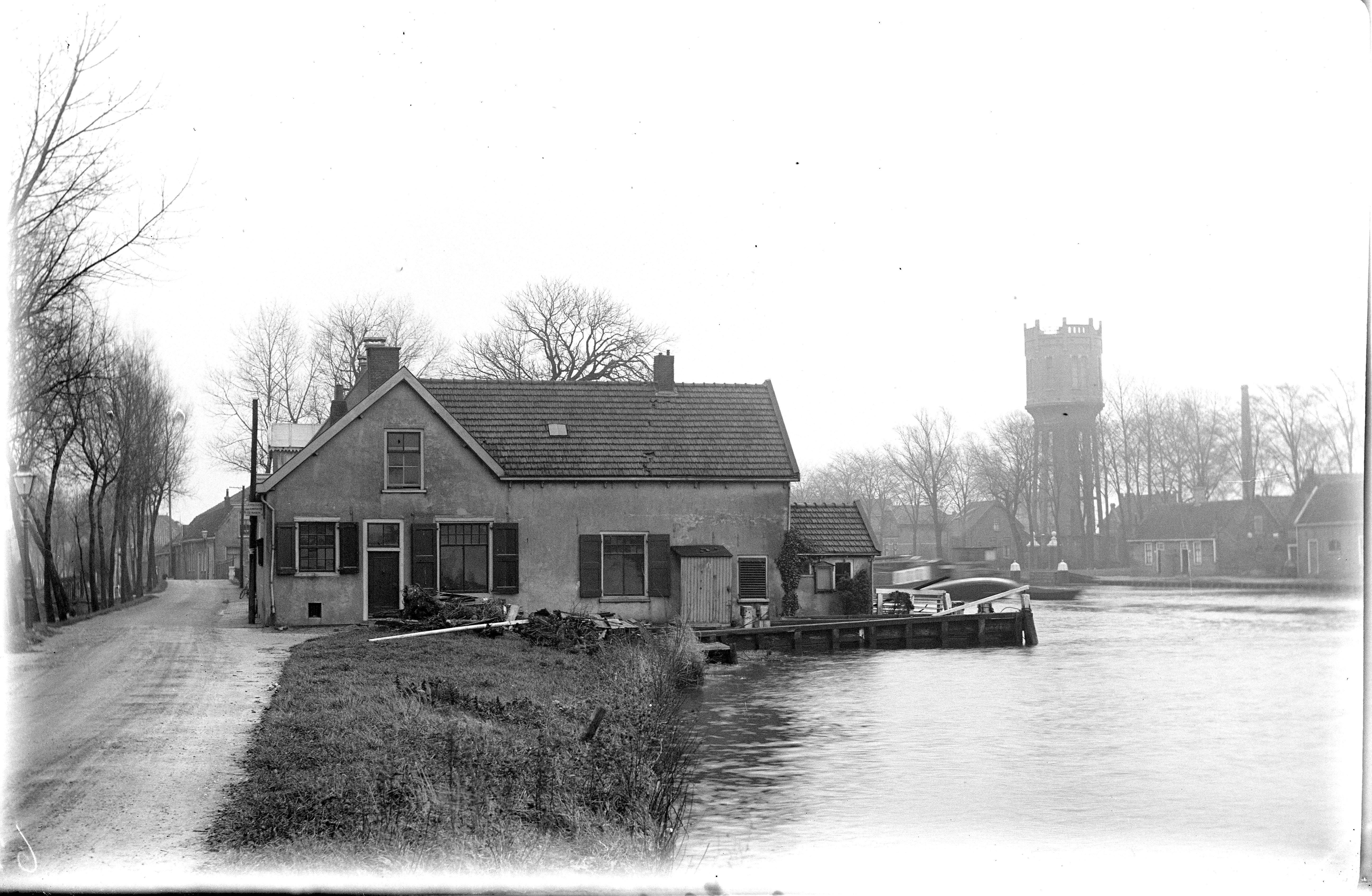 Fotoboek van 90 jaar oud over Oude Rijn nu uitgegeven: de onveranderlijke rivier met andere ogen bekeken