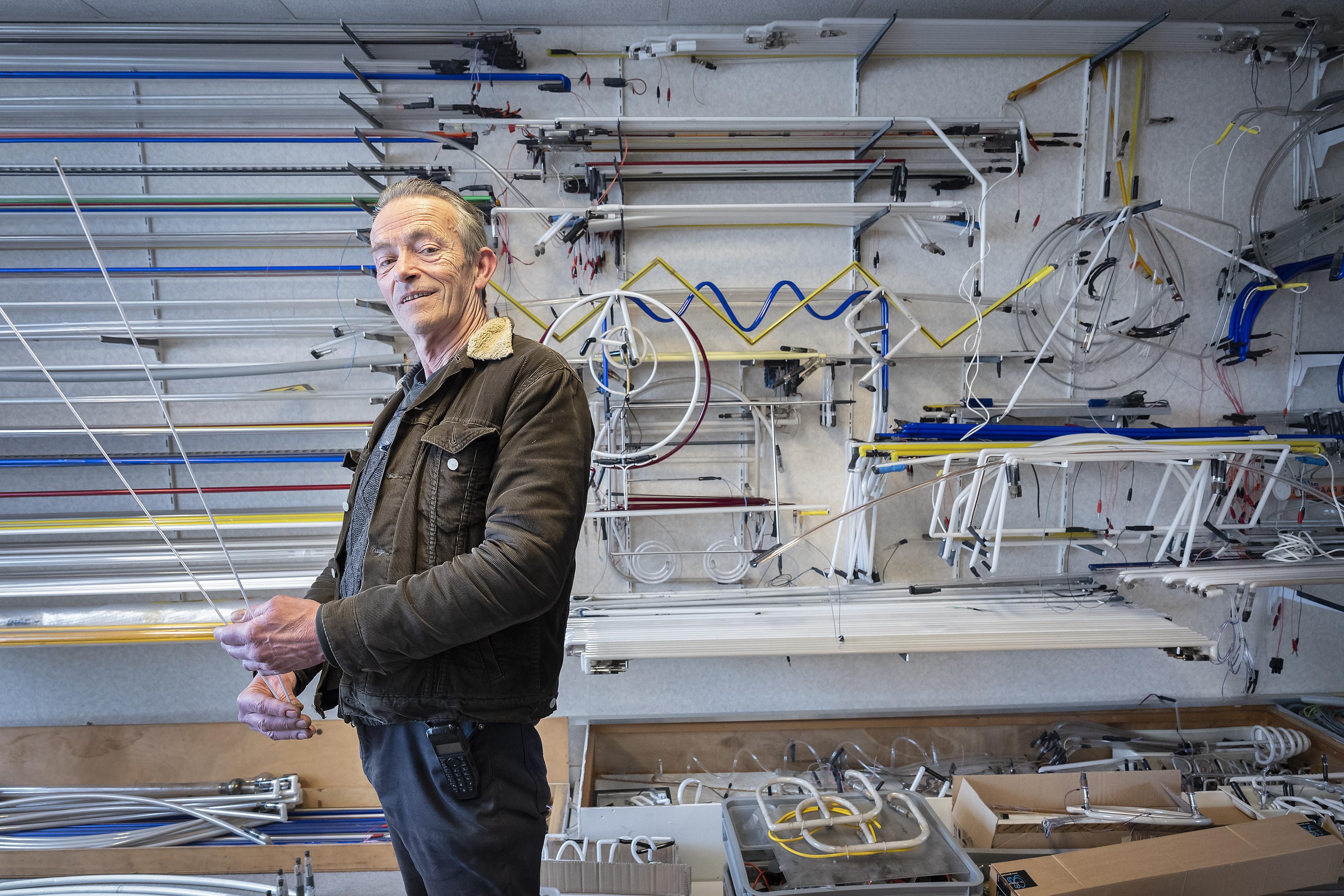 Lichtkunstenaar en maker van bizarre objecten verruilt Velsen-Noord voor Haarlem. 'De hele wereld is eigenlijk één grote Meccanodoos'