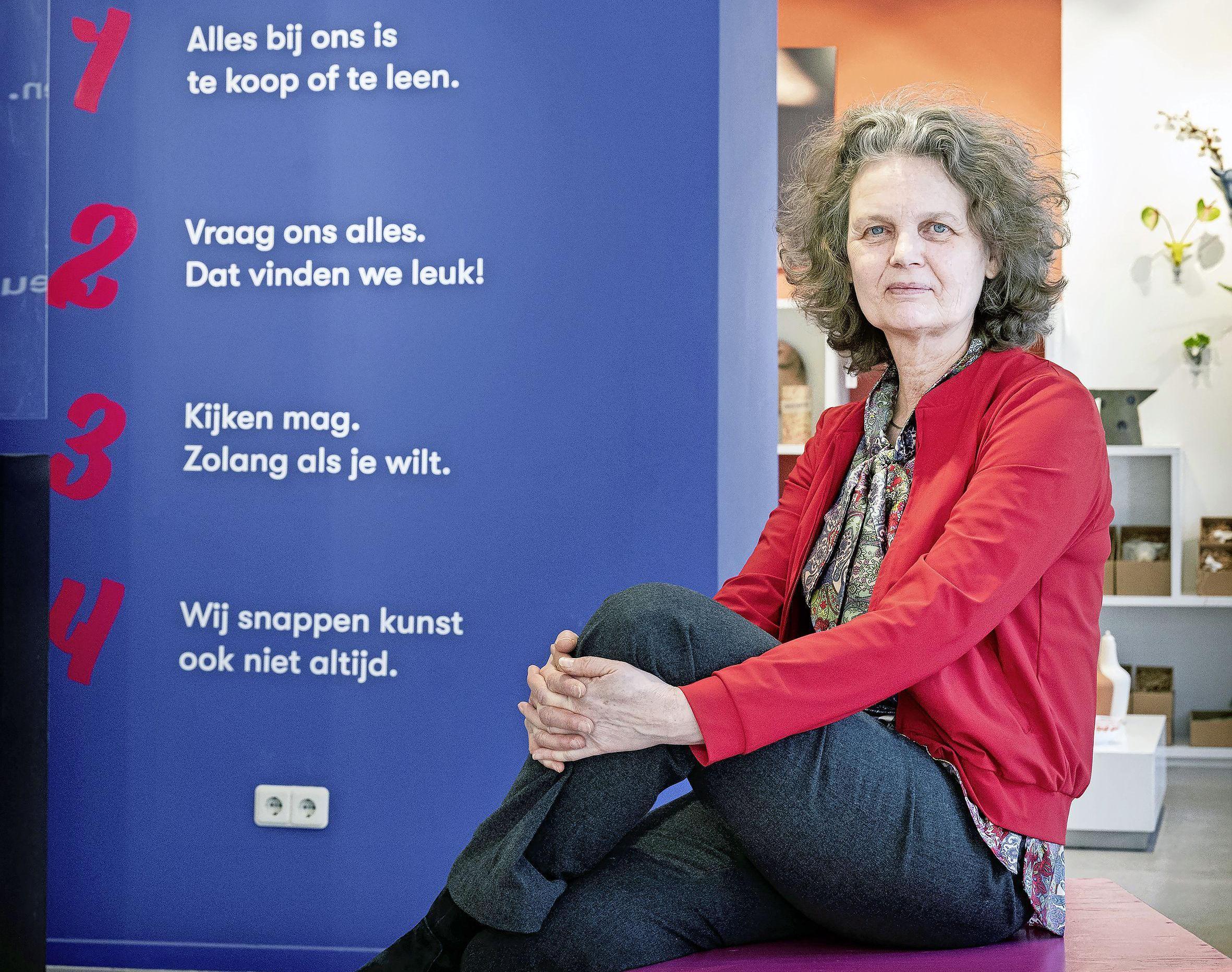 Kunst centrum Haarlem bestaat 50 jaar. 'Het concept kunstuitleen moeten we aan jongeren uitleggen. Misschien moeten we het swapkunst noemen'