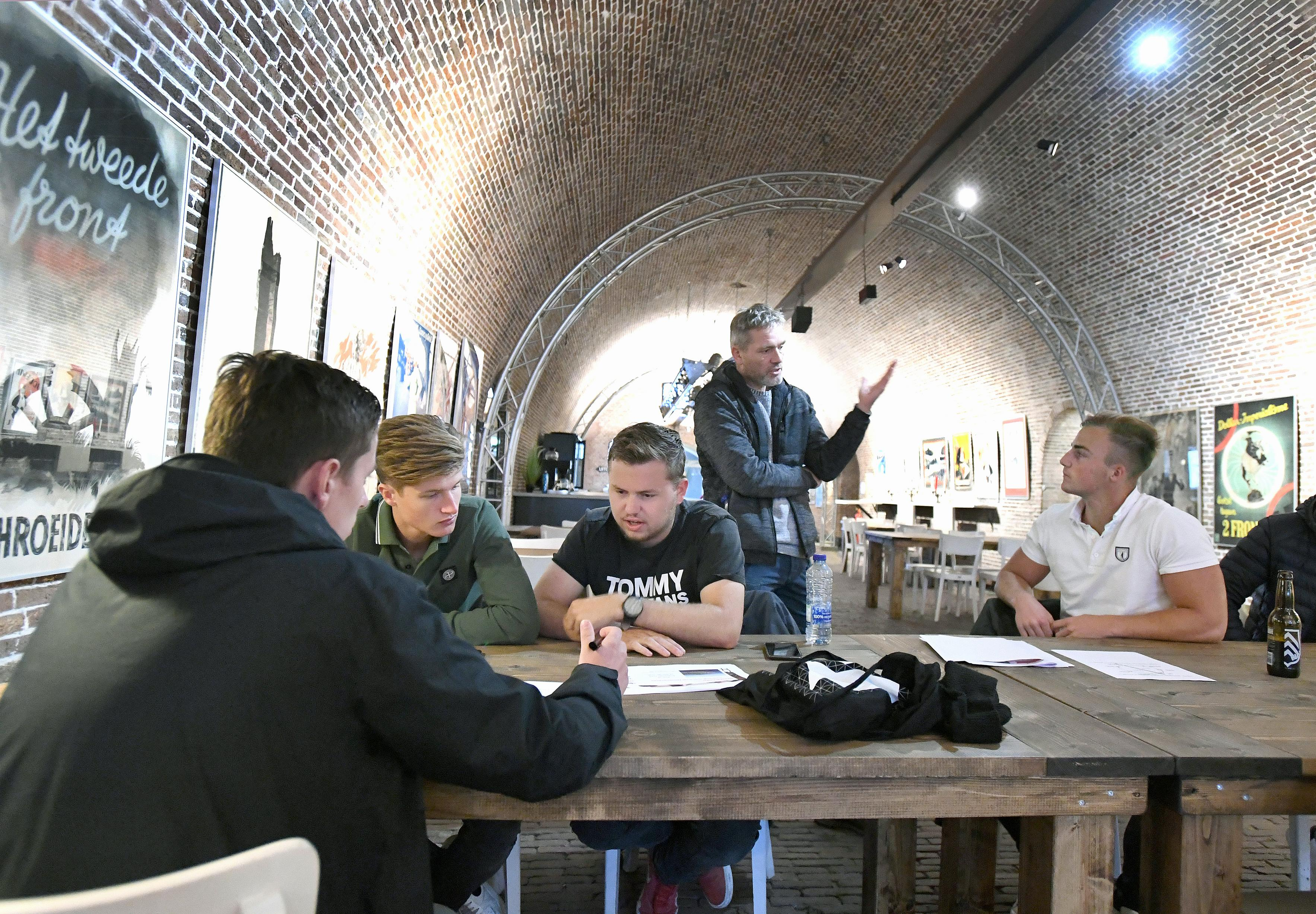 Studenten werken samen aan een duurzaam Huisduinen en tussendoor is er tijd voor de 'koffiefilterchallenge'