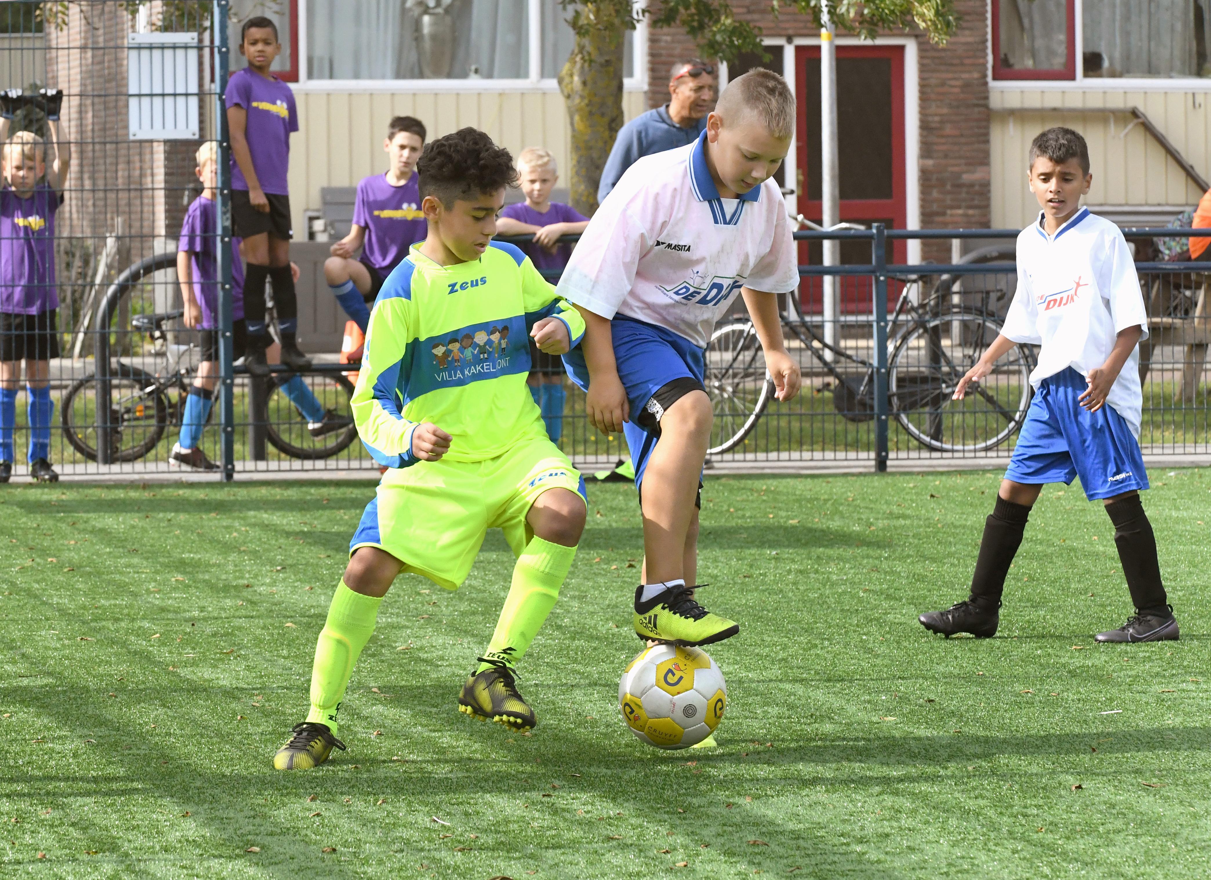 Toch schoolvoetbal in Helderse Cruyff-kooi; Villa Kakelbont klopt De Dijk in de finale