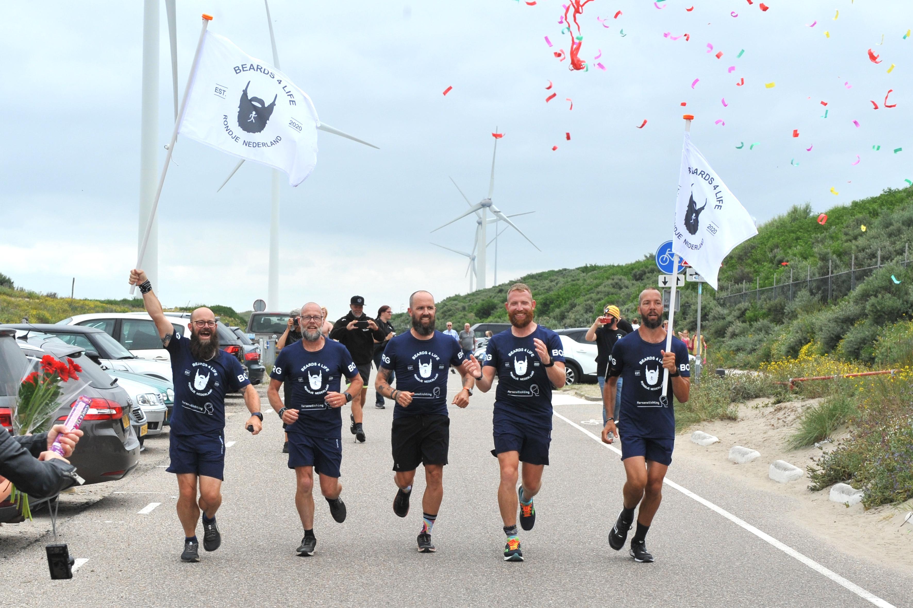 Acht dagen rennen en fietsen langs de Nederlandse grens, de mannen van Beards4life draaien hun hand er niet voor om. 'Volgend jaar weer'
