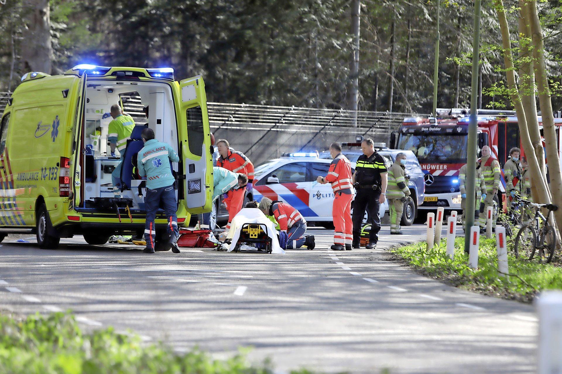 Wielrenner gereanimeerd na valpartij in Lage Vuursche, slachtoffer met spoed naar ziekenhuis